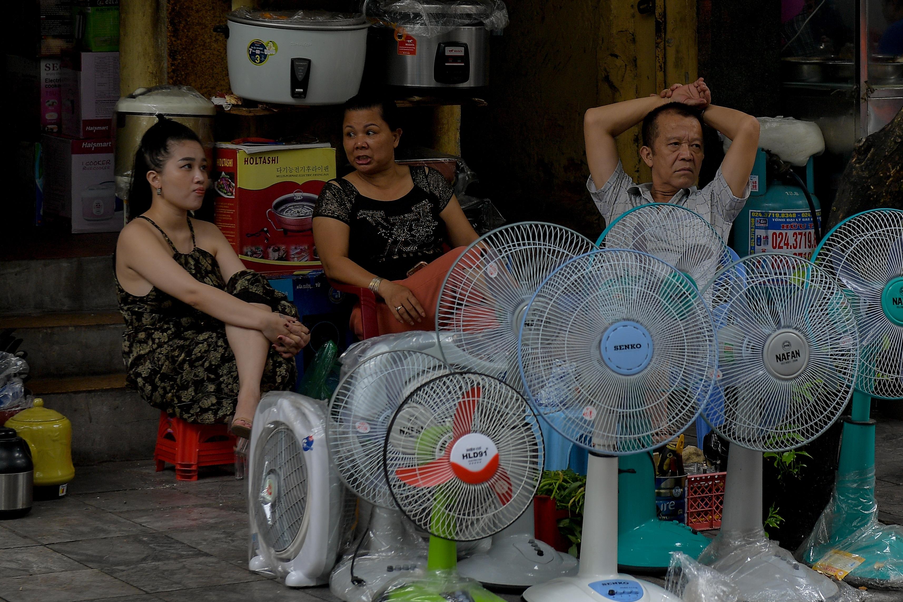 Nhiều người Hà Nội đang quá chủ quan trước dịch Covid-19 - 13