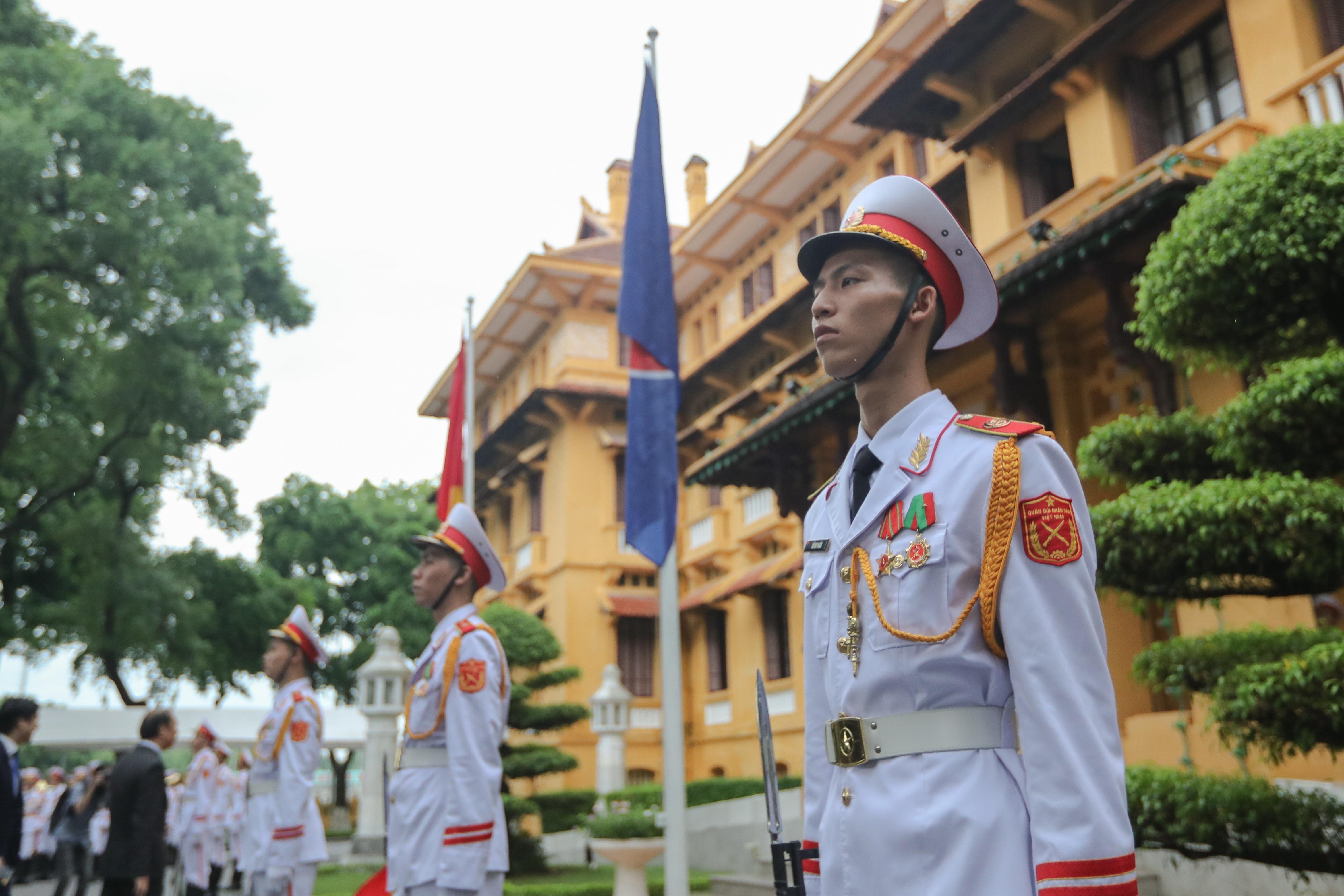 Trang trọng nghi lễ thượng cờ kỷ niệm 53 năm Ngày thành lập ASEAN - 9