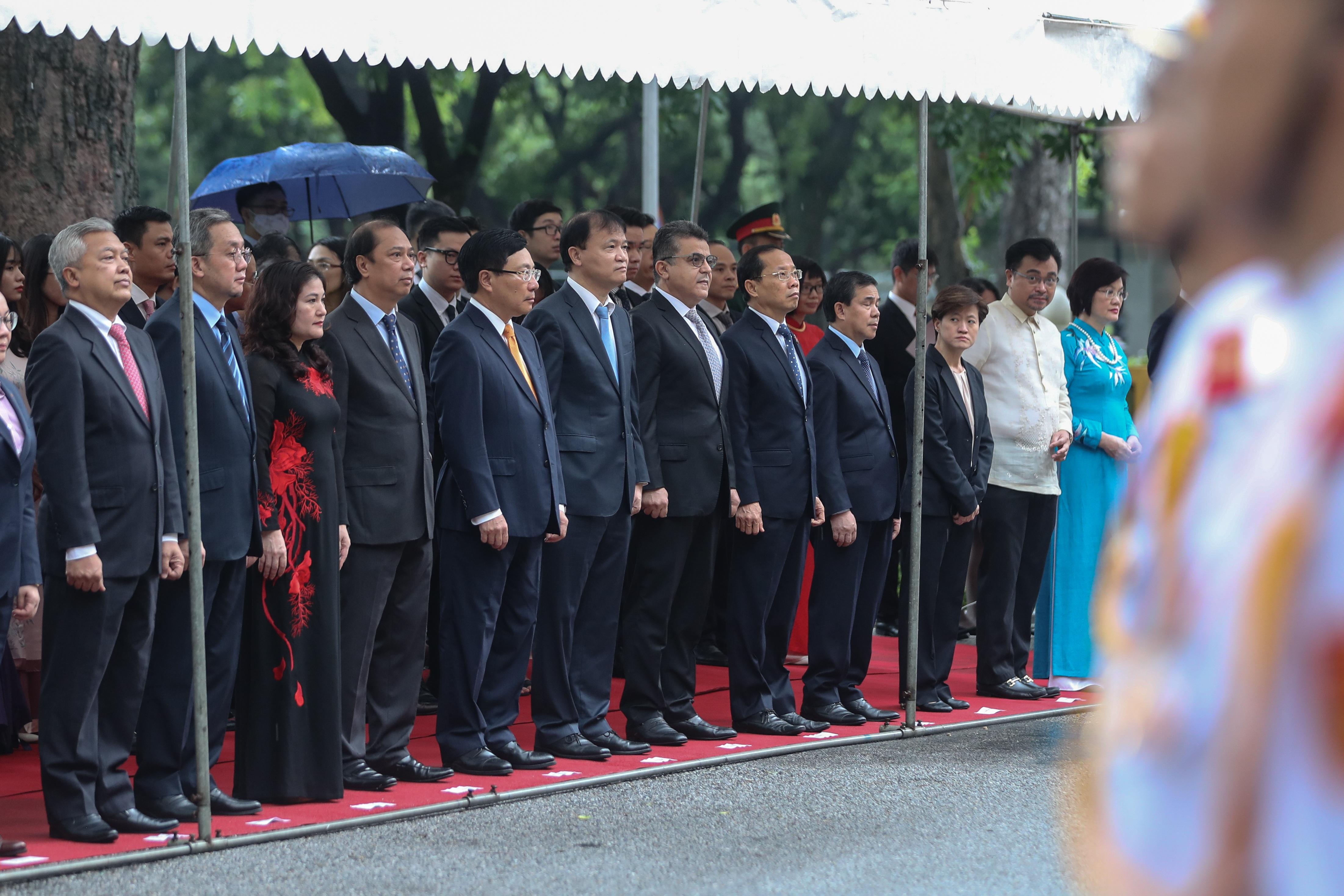 Trang trọng nghi lễ thượng cờ kỷ niệm 53 năm Ngày thành lập ASEAN - 2