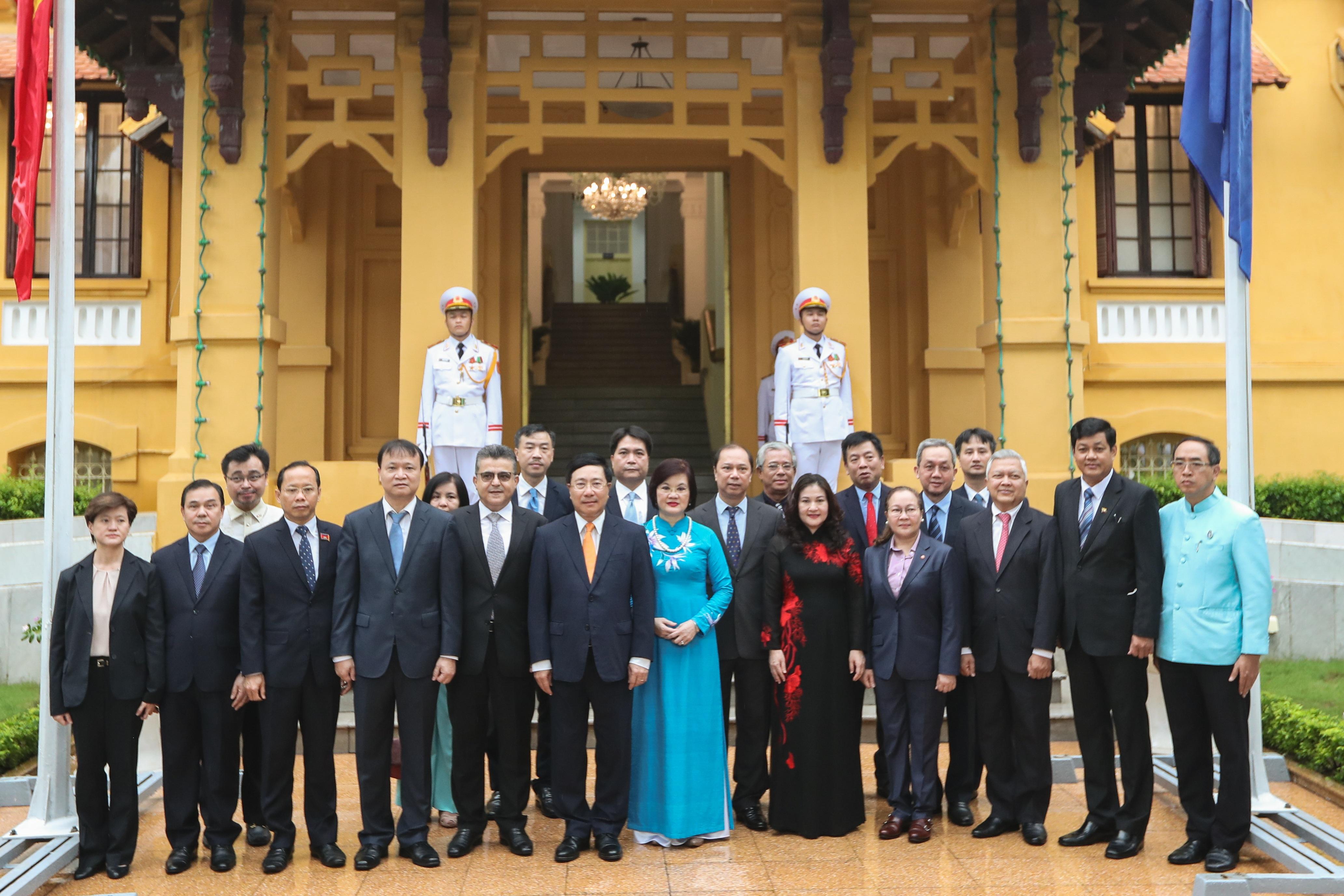 Trang trọng nghi lễ thượng cờ kỷ niệm 53 năm Ngày thành lập ASEAN - 8