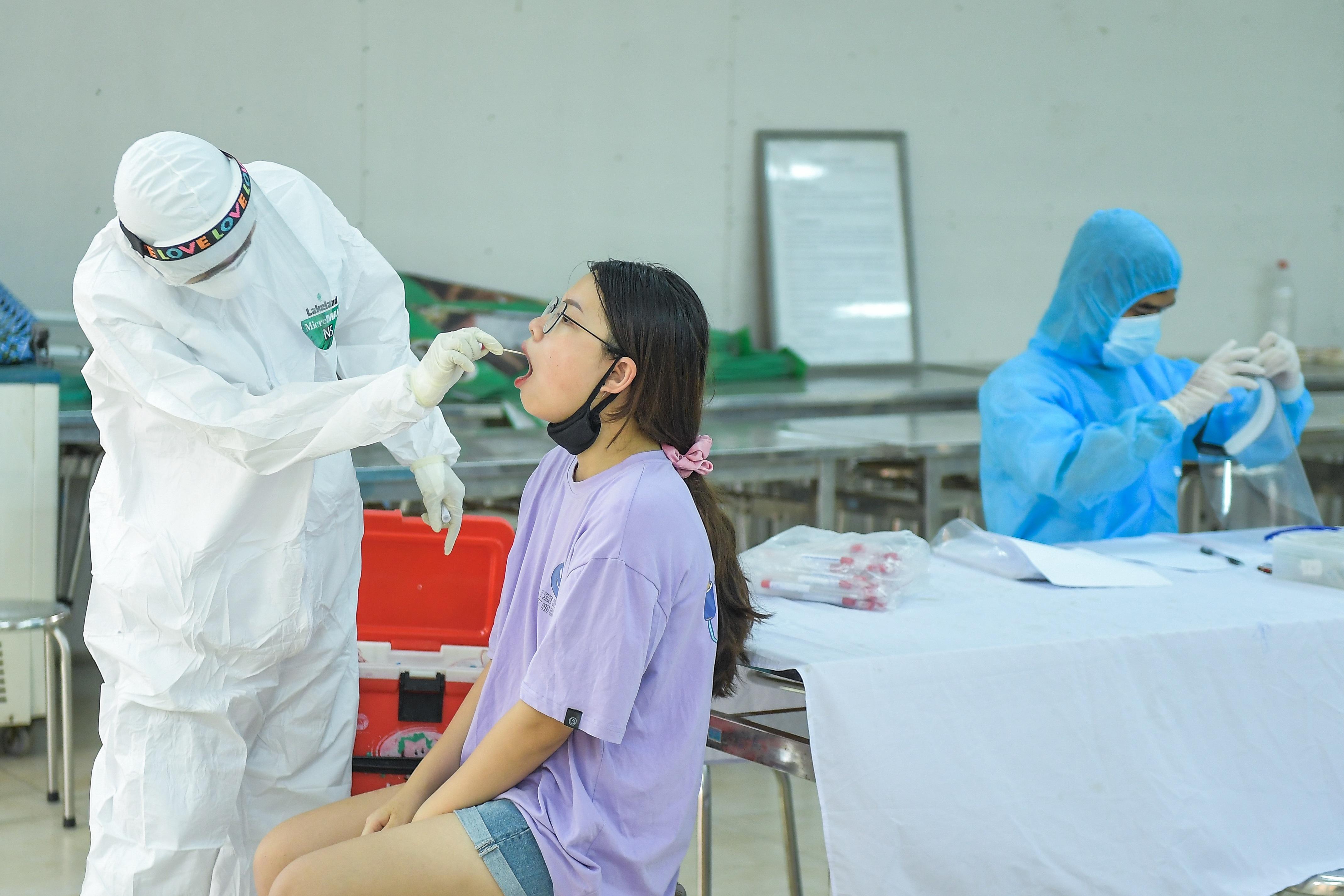 Hà Nội: Ngày đầu xét nghiệm PCR cho người trở về từ vùng dịch Đà Nẵng - 1