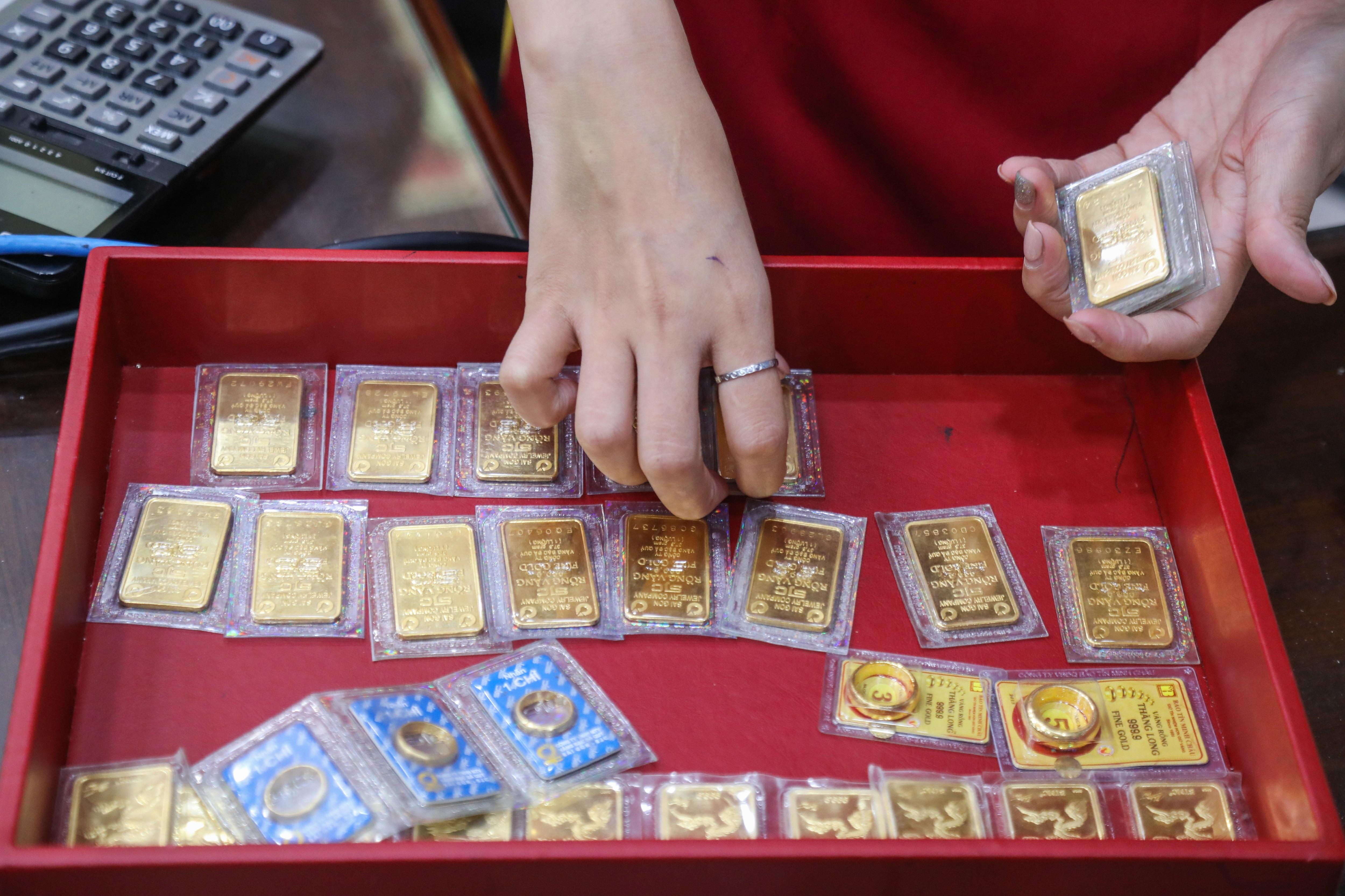 Giá vàng bất ngờ tăng mạnh sau áp lực bán ra