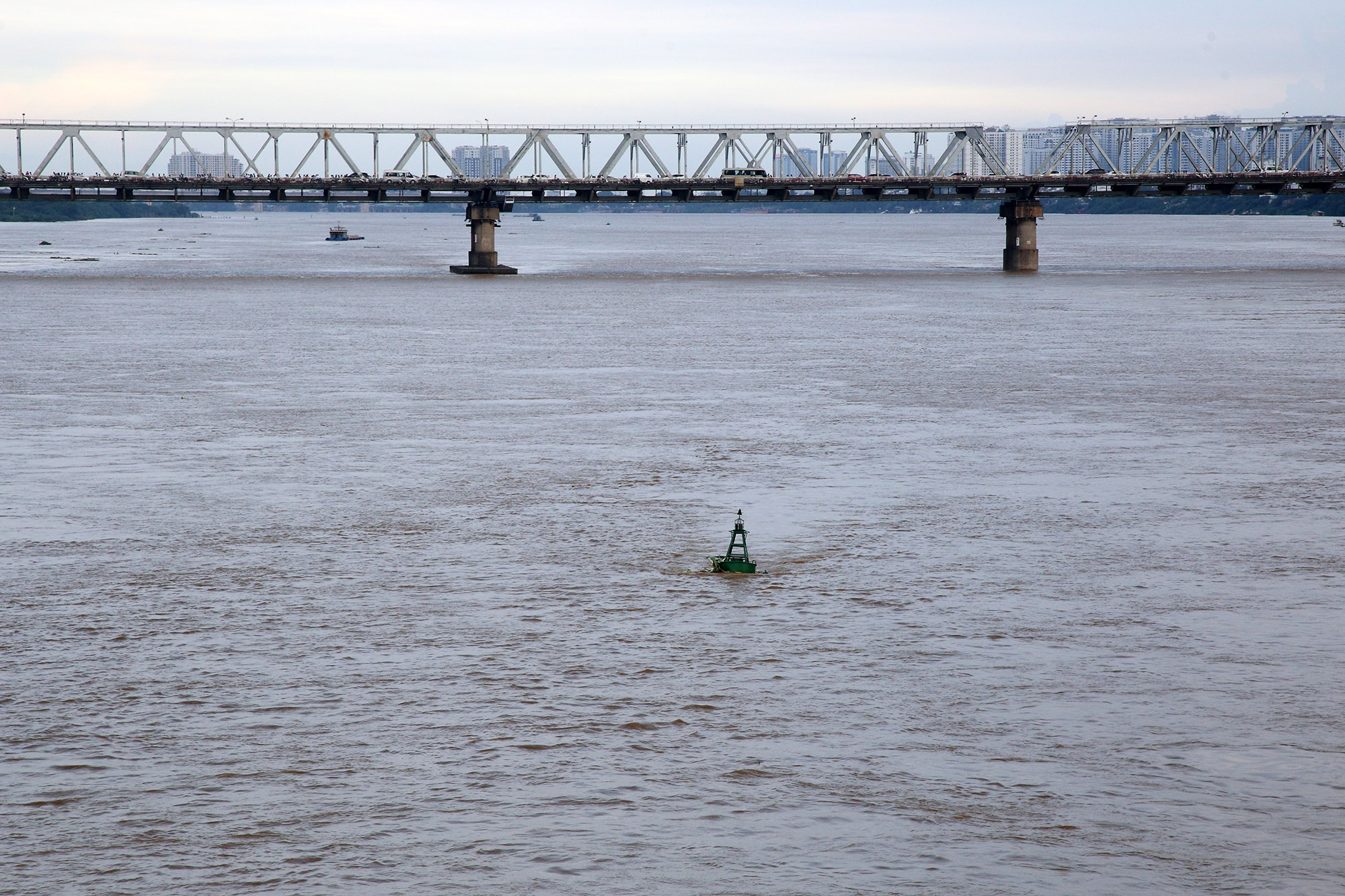 Cảnh nước dâng cao, chảy cuồn cuộn trên sông Hồng, sông Đuống - 11