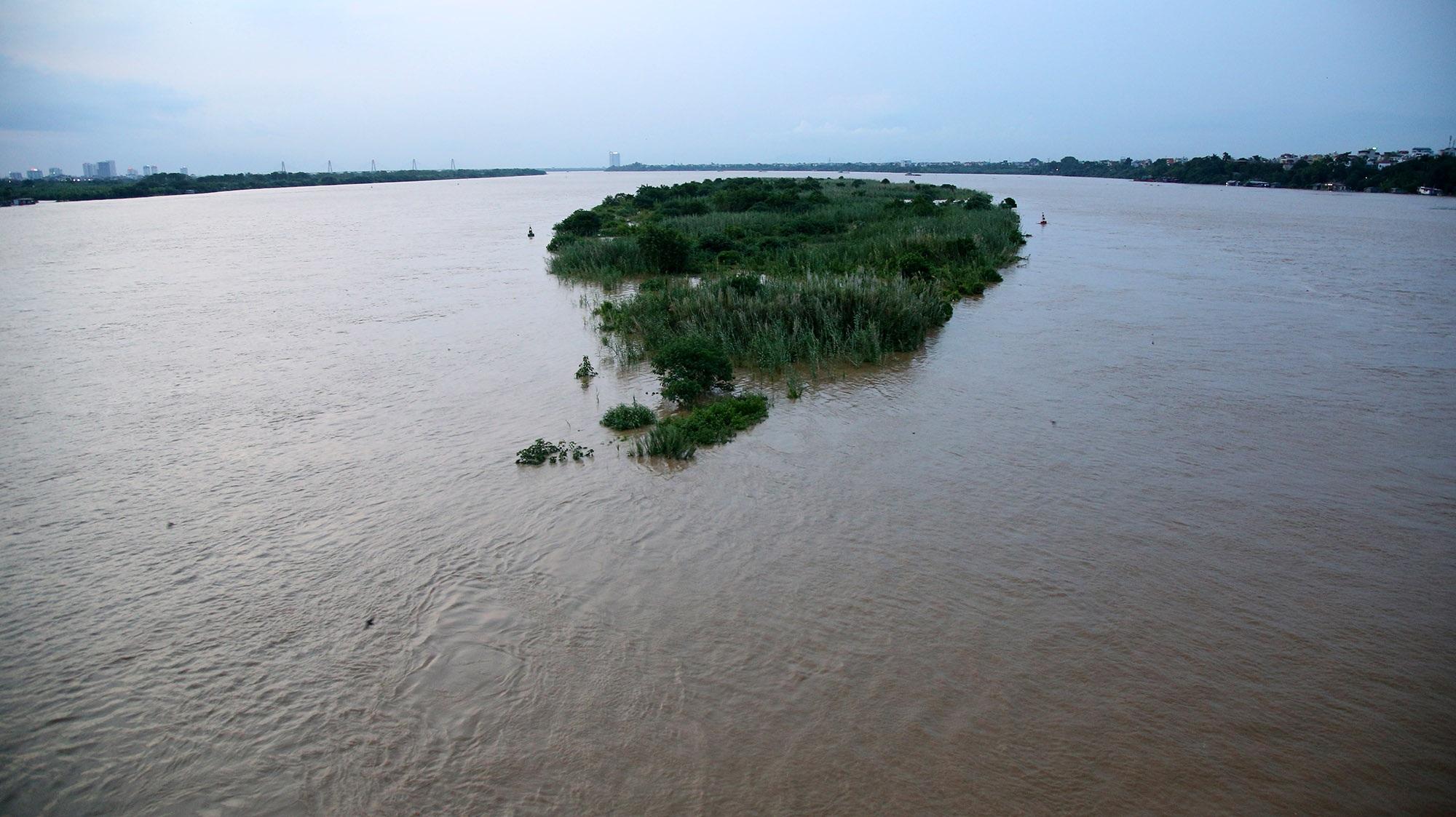 Cảnh nước dâng cao, chảy cuồn cuộn trên sông Hồng, sông Đuống - 12