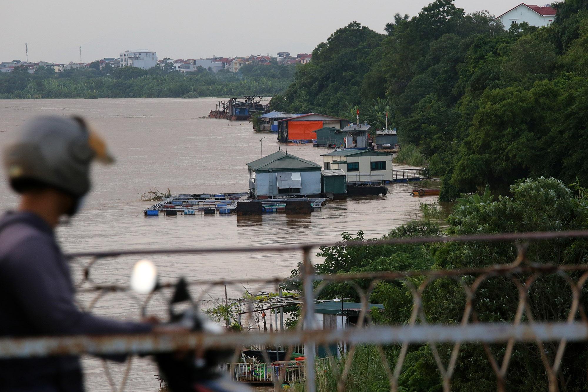 Cảnh nước dâng cao, chảy cuồn cuộn trên sông Hồng, sông Đuống - 8