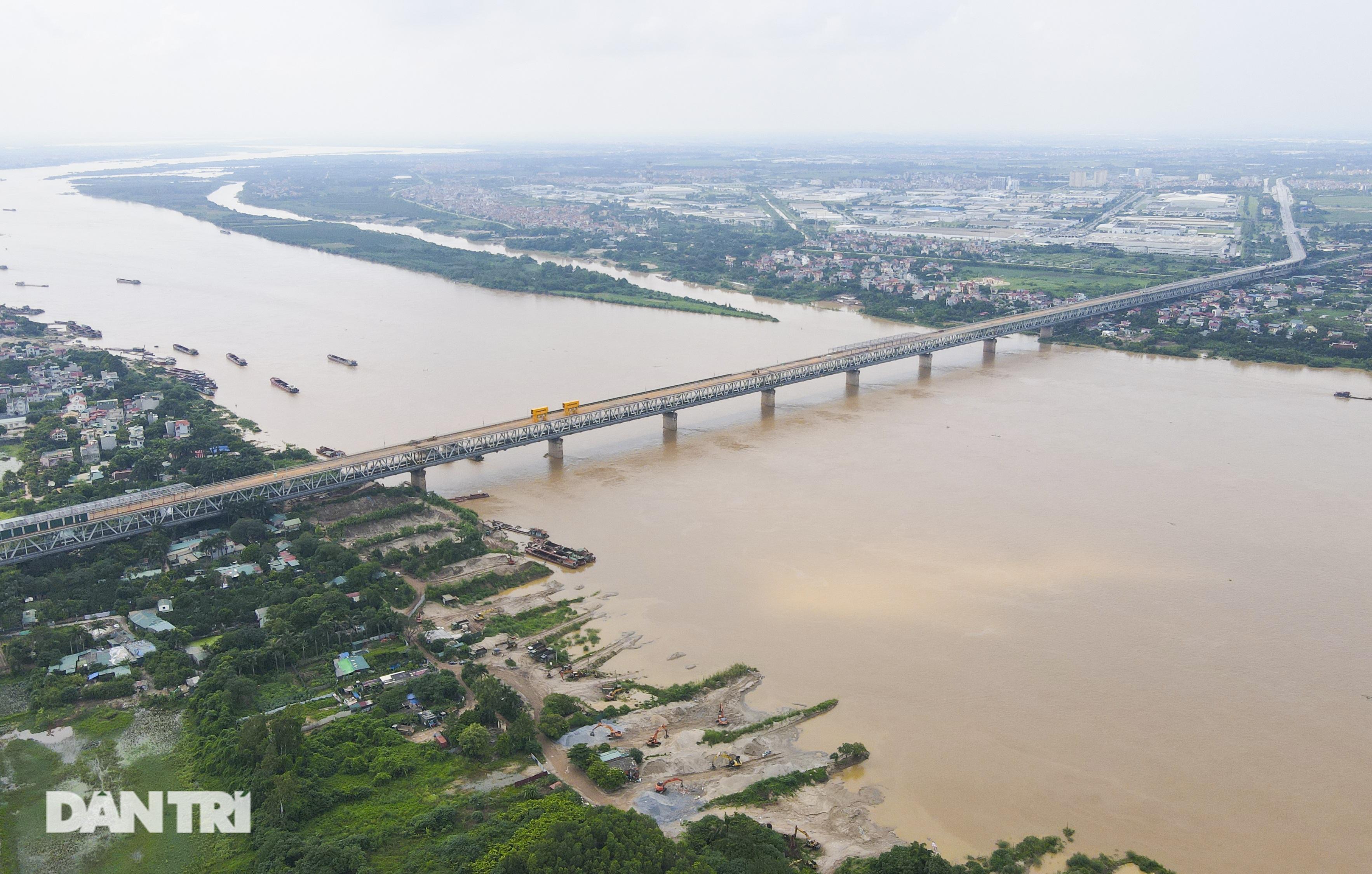 Cận cảnh đại công trường sửa chữa mặt cầu Thăng Long - 1