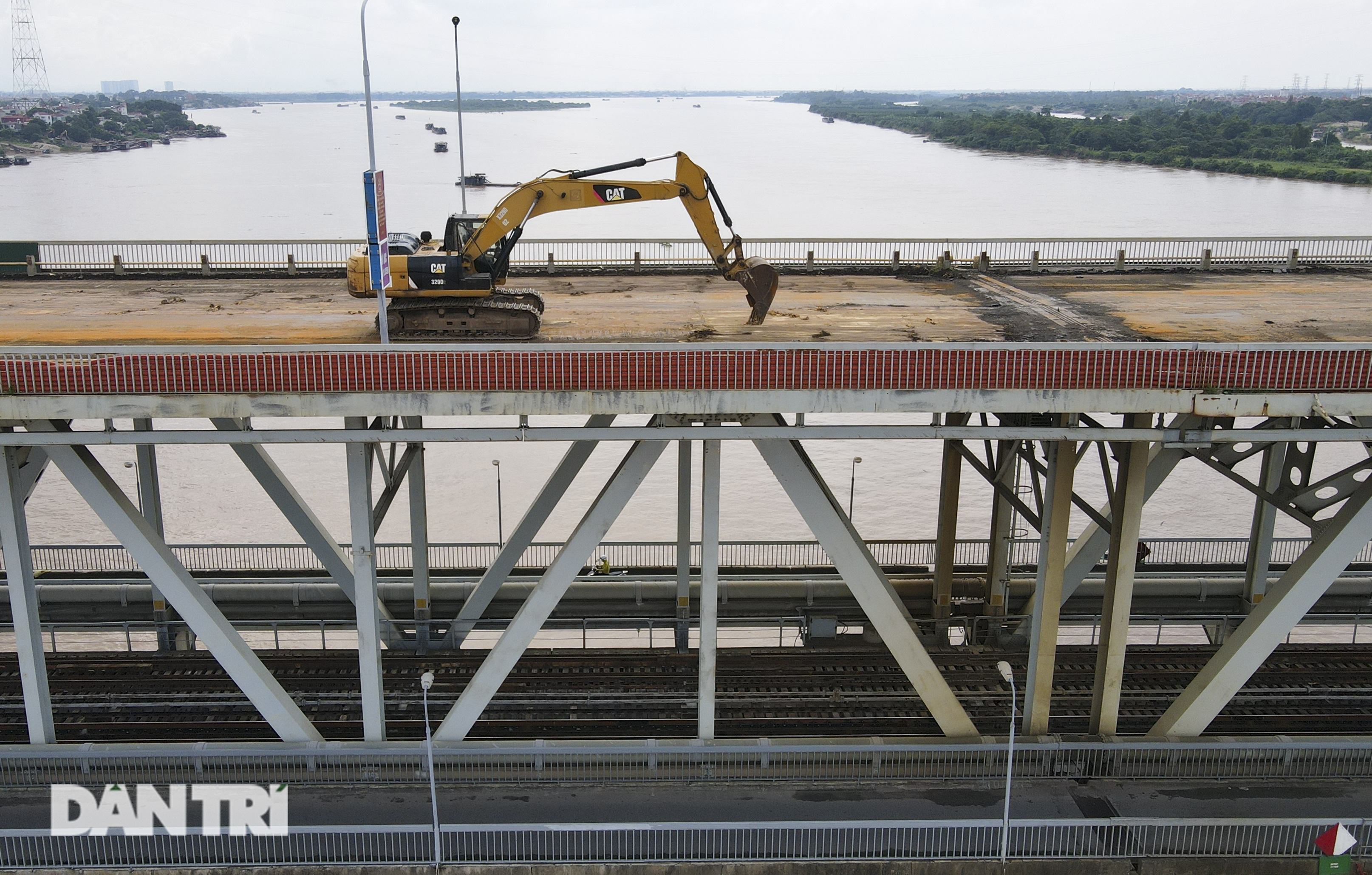 Cận cảnh đại công trường sửa chữa mặt cầu Thăng Long - 2