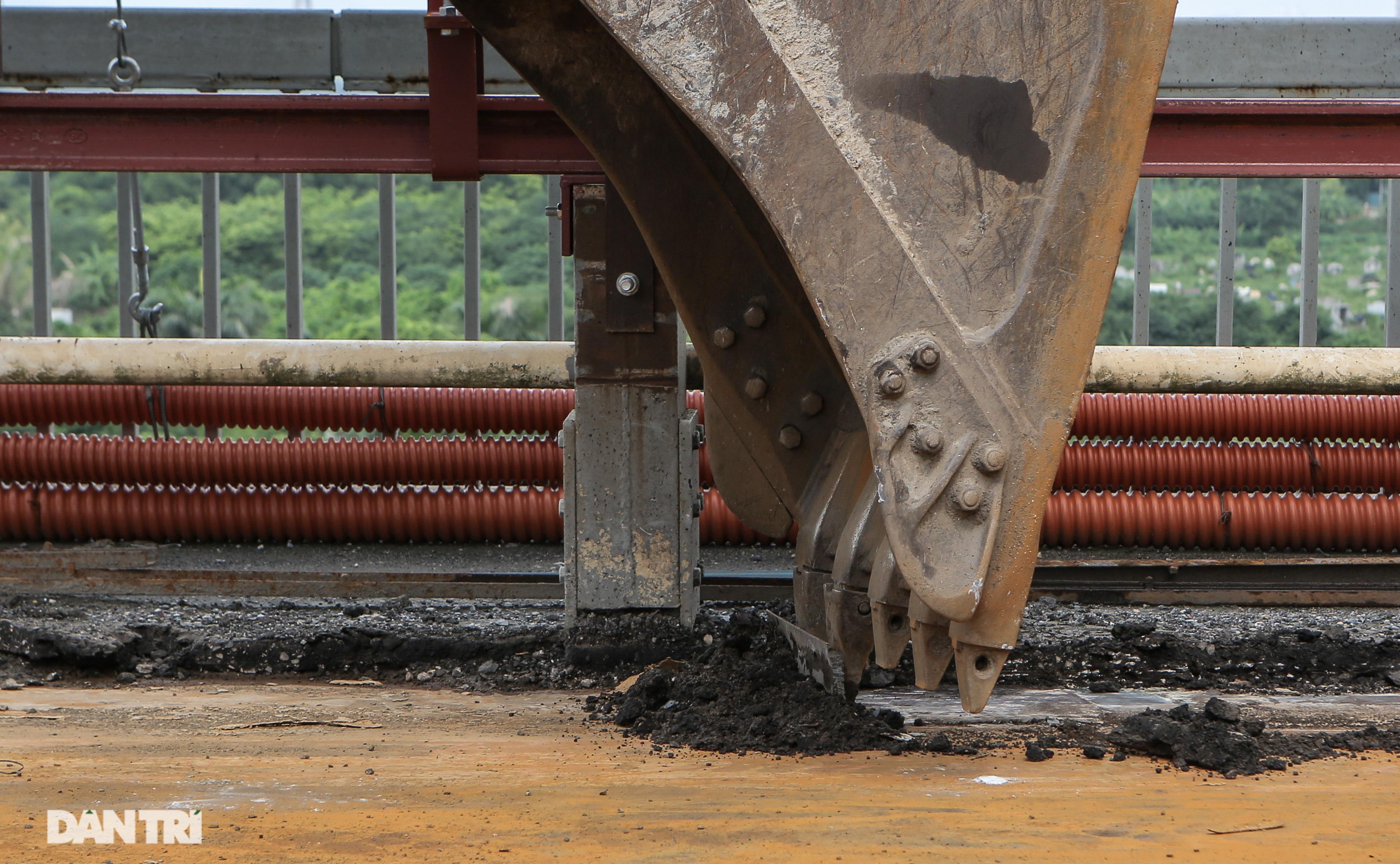 Cận cảnh đại công trường sửa chữa mặt cầu Thăng Long - 8