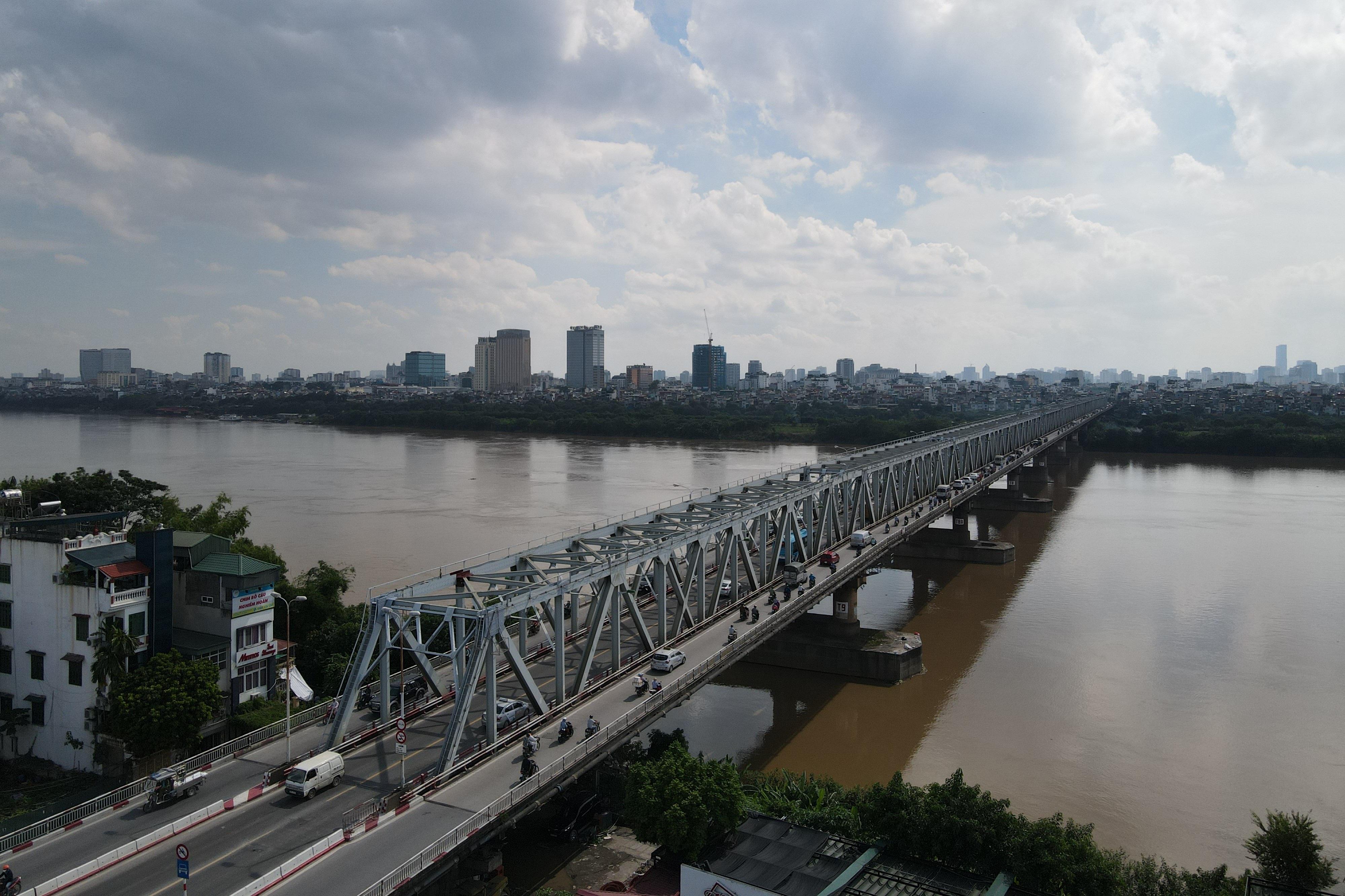Hà Nội: Nhìn từ trên cao cây cầu huyết mạch đang được kiến nghị sửa chữa - 16