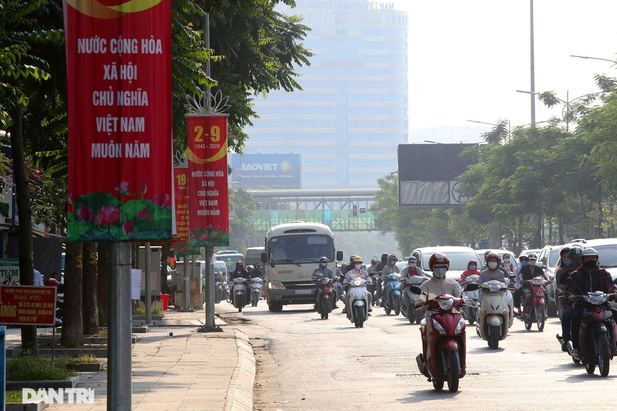 Đường phố Hà Nội rực rỡ cờ hoa chào mừng Quốc khánh 2/9 - 9