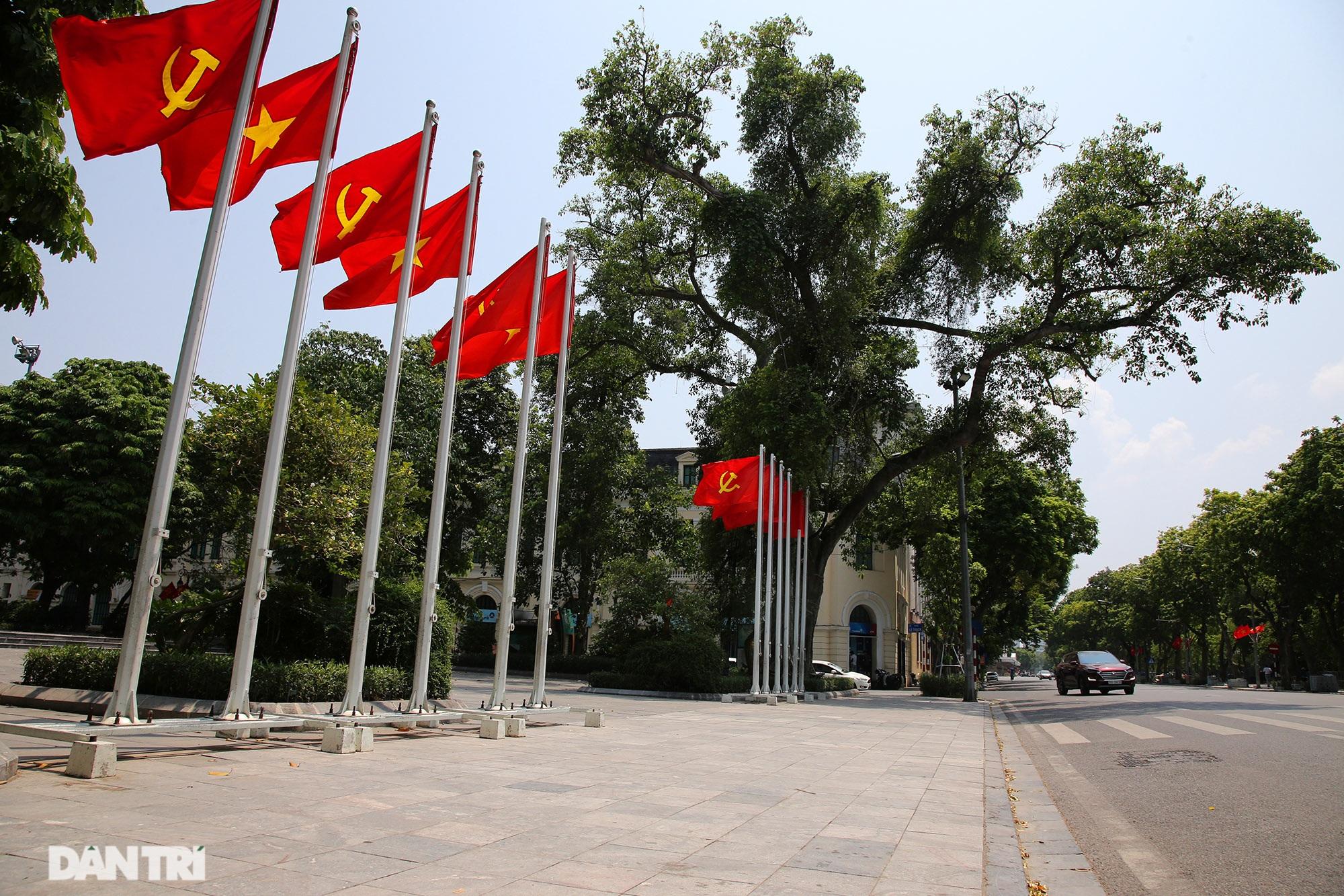 Hà Nội: Cờ Tổ quốc đỏ rực khắp phố phường mừng ngày Quốc Khánh - 1