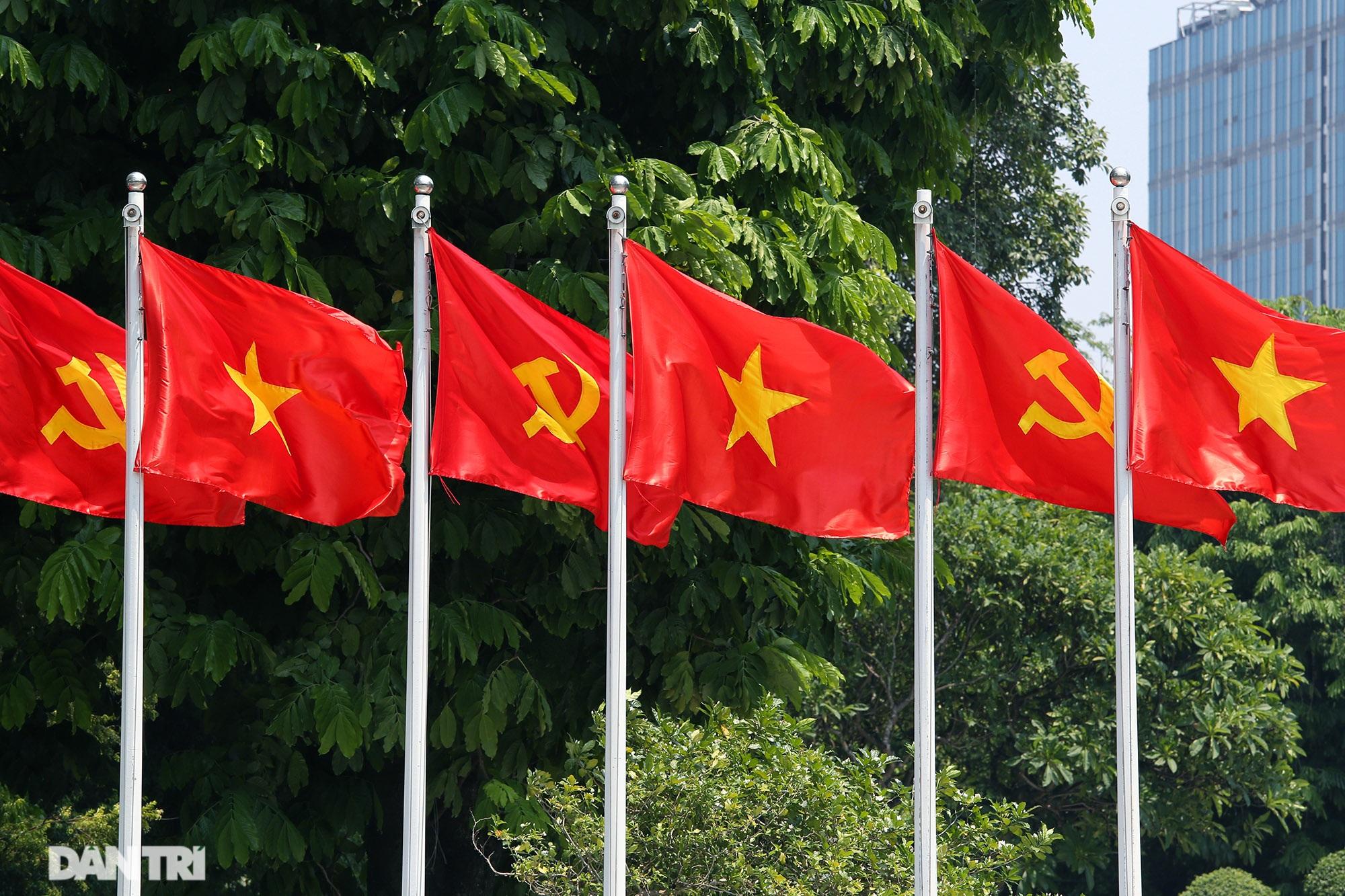 Hà Nội: Cờ Tổ quốc đỏ rực khắp phố phường mừng ngày Quốc Khánh - 3