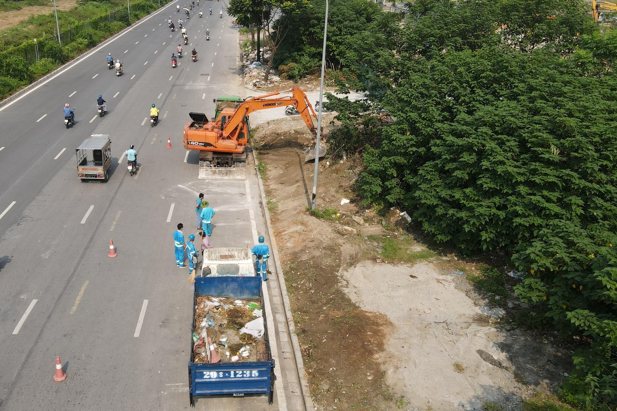 Dọn gần 200 tấn rác thải dọc đại lộ Thăng Long sau phản ánh của báo Dân trí - 12