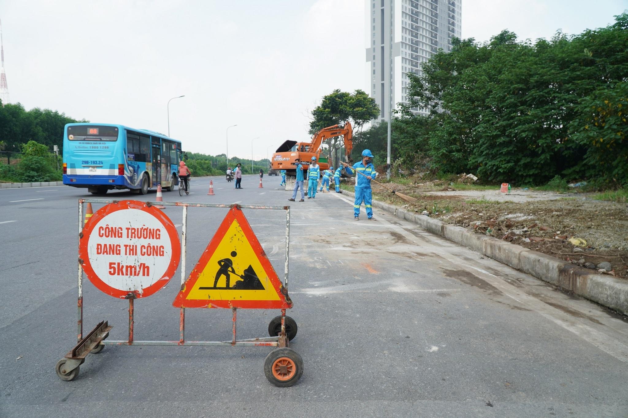 Dọn gần 200 tấn rác thải dọc đại lộ Thăng Long sau phản ánh của báo Dân trí - 11