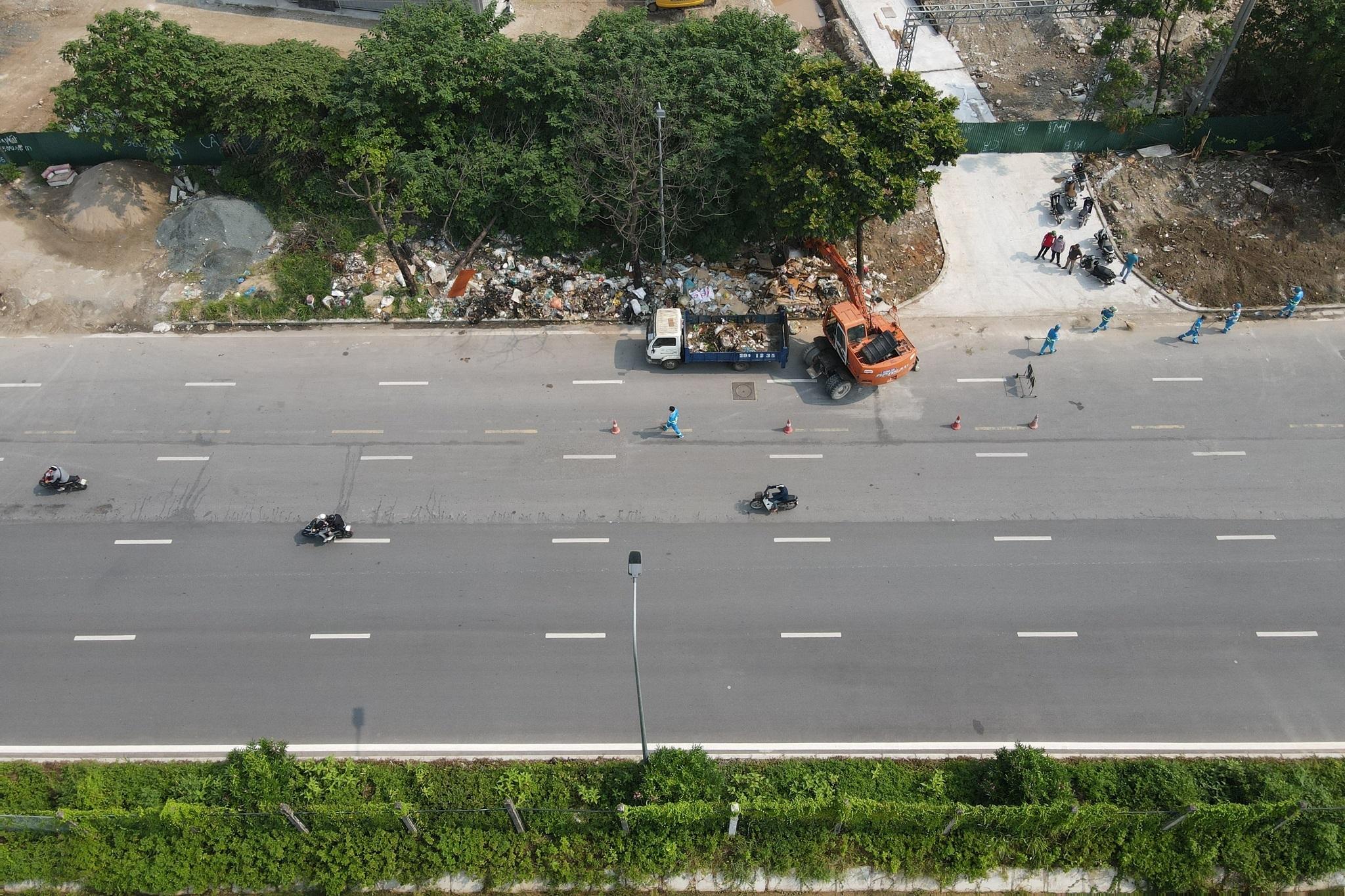 Dọn gần 200 tấn rác thải dọc đại lộ Thăng Long sau phản ánh của báo Dân trí - 15