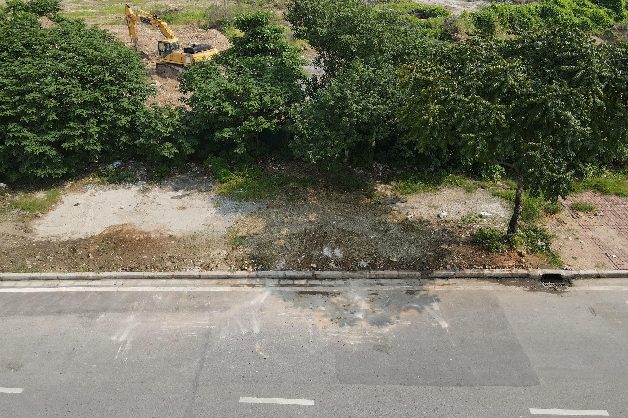 Dọn gần 200 tấn rác thải dọc đại lộ Thăng Long sau phản ánh của báo Dân trí - 16