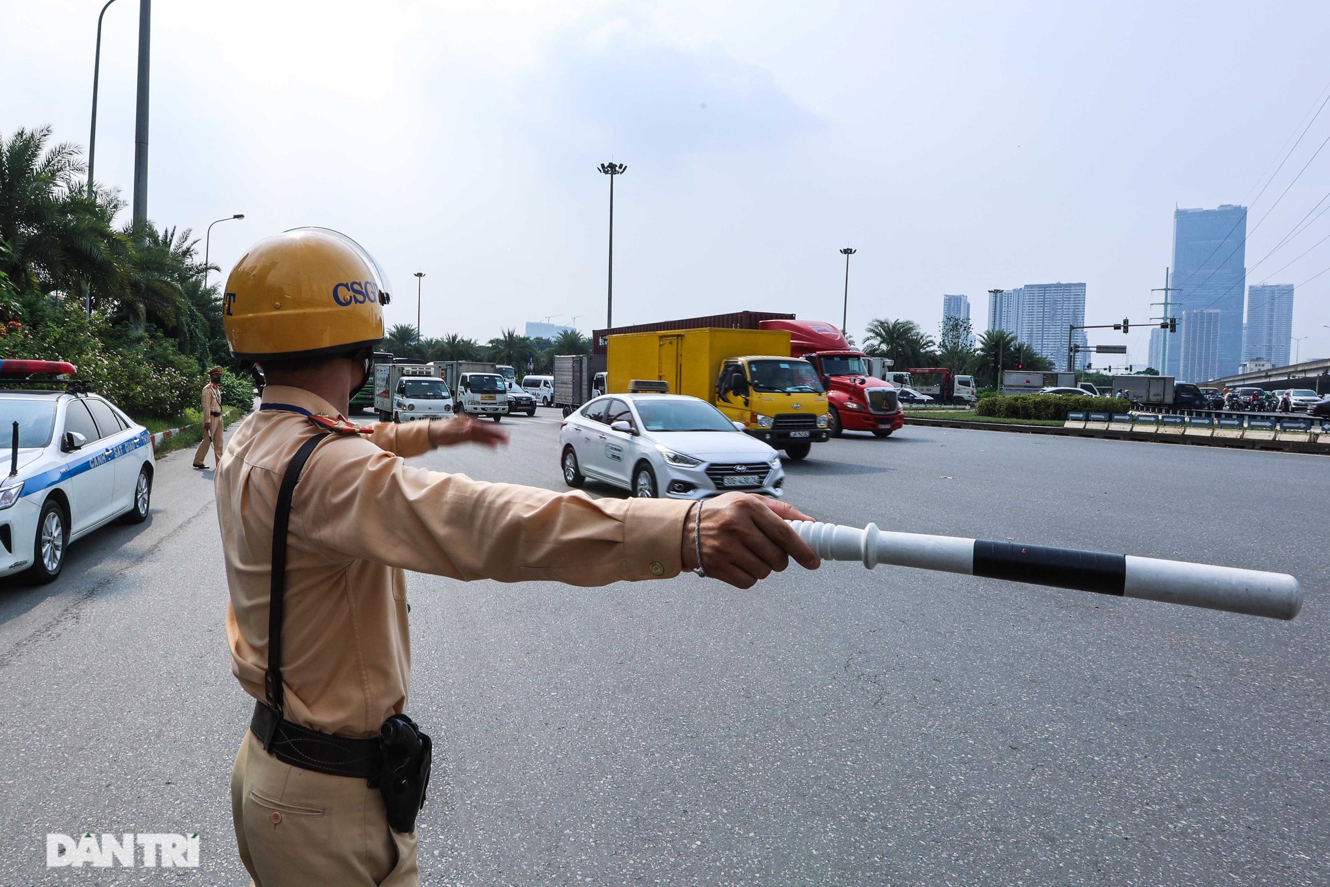 Hà Nội: Chim mồi bám CSGT và cú điện thoại mật báo tới nhà xe - 16