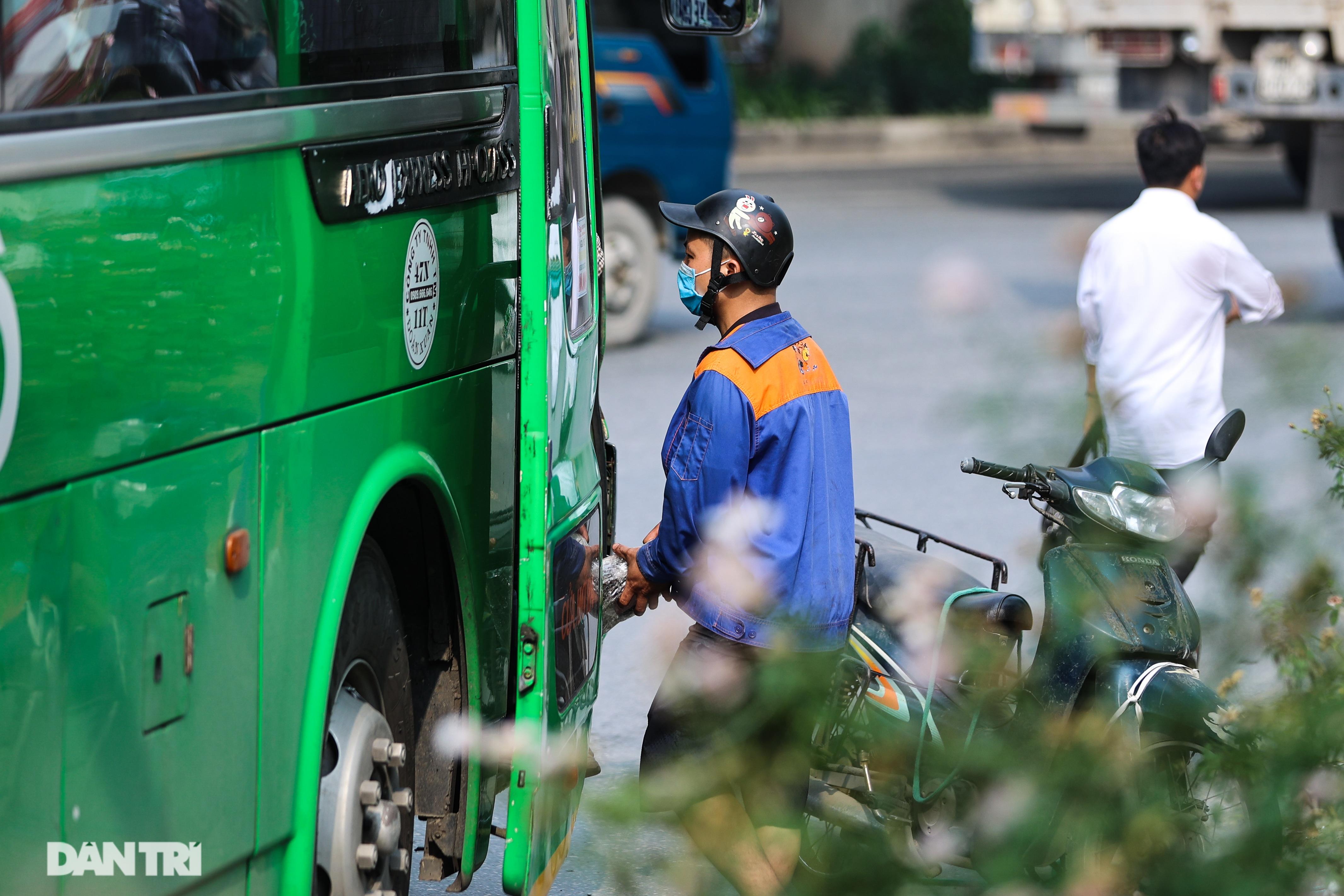 Hà Nội: Chim mồi bám CSGT và cú điện thoại mật báo tới nhà xe - 15