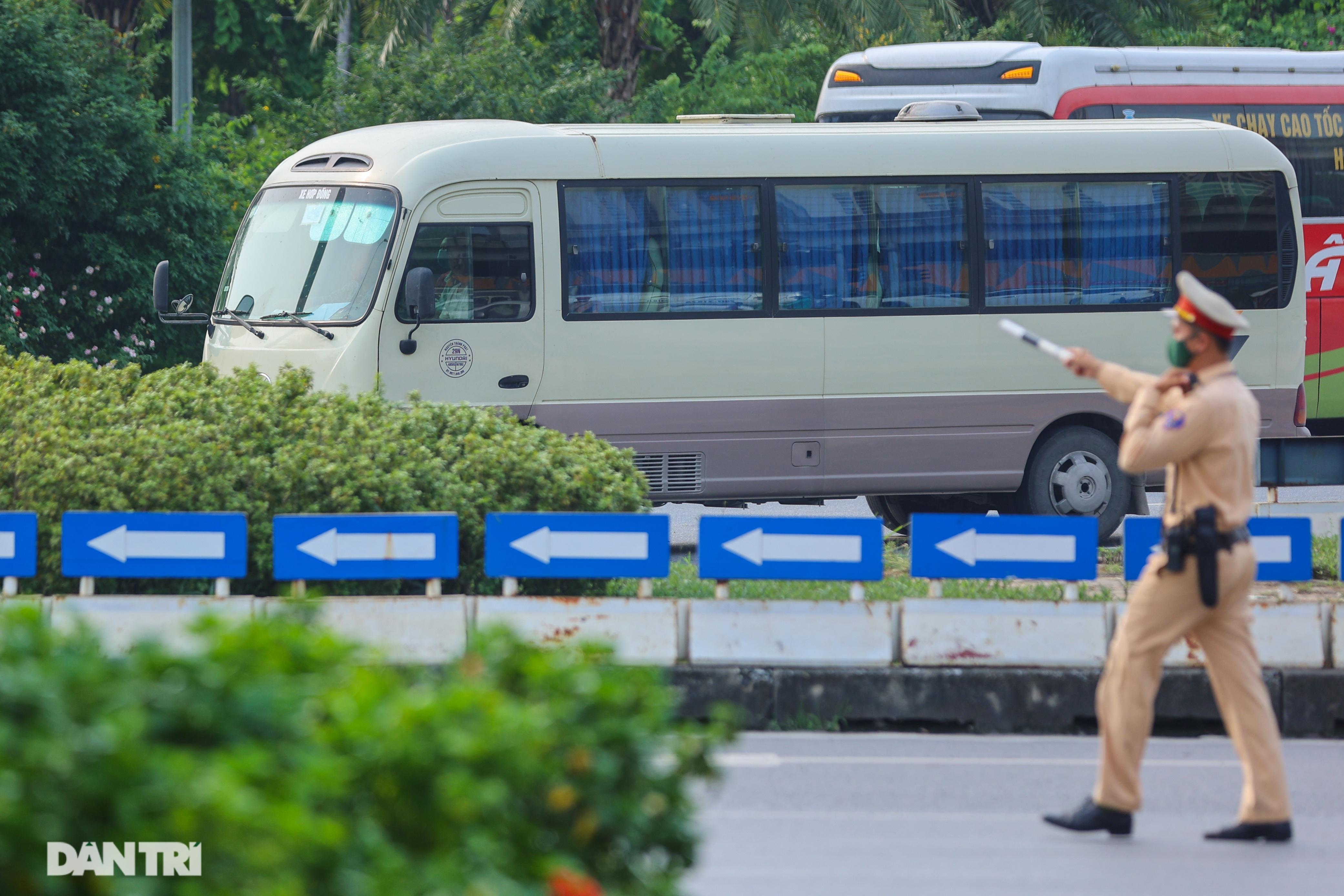 Hà Nội: Chim mồi bám CSGT và cú điện thoại mật báo tới nhà xe - 7