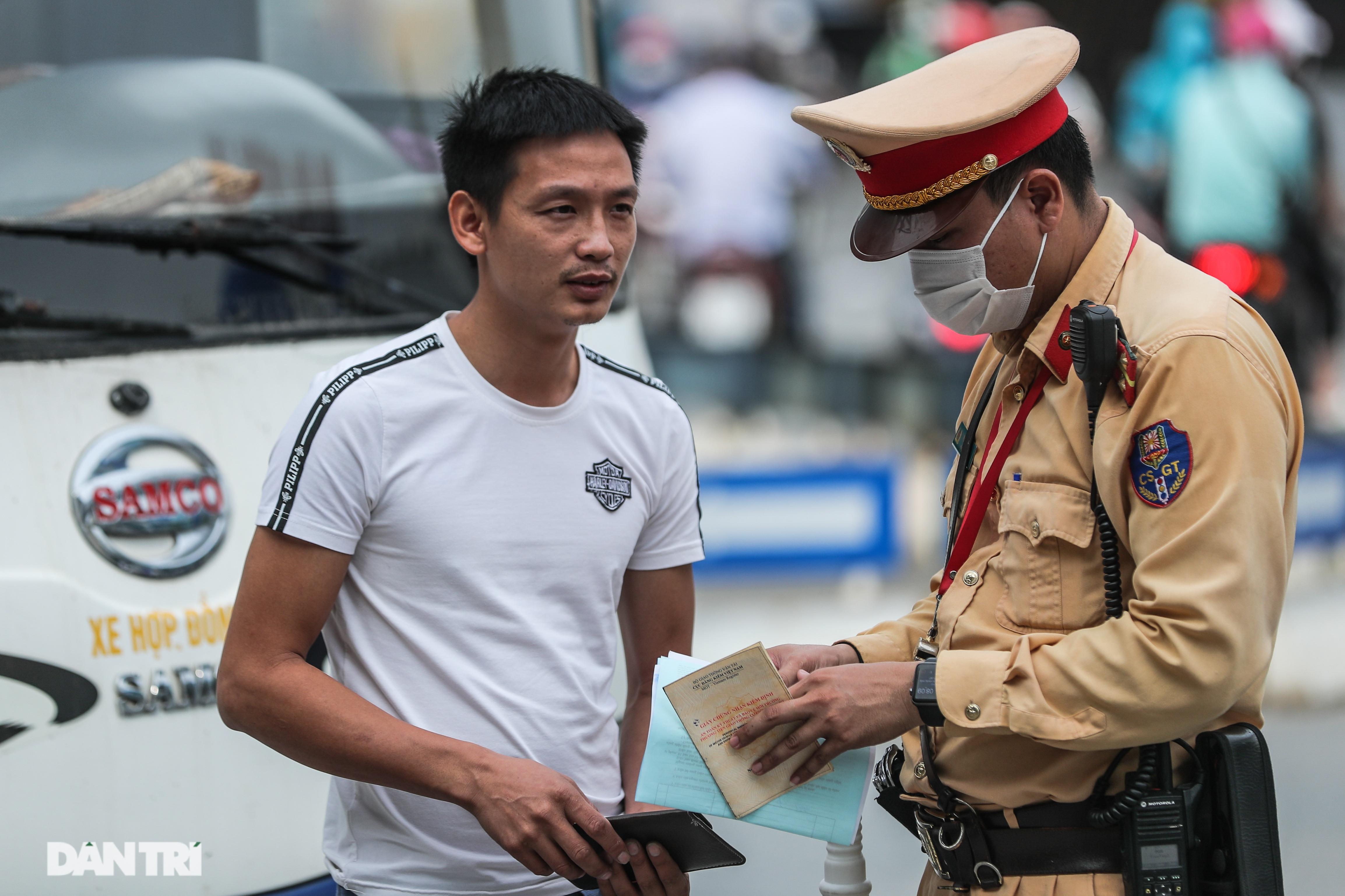 Hà Nội: Chim mồi bám CSGT và cú điện thoại mật báo tới nhà xe - 6