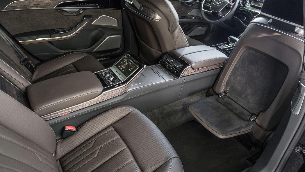 Chọn xe cho nhà giàu: Audi A8, BMW 7-Series, hay Mercedes S-Class mới? - 4