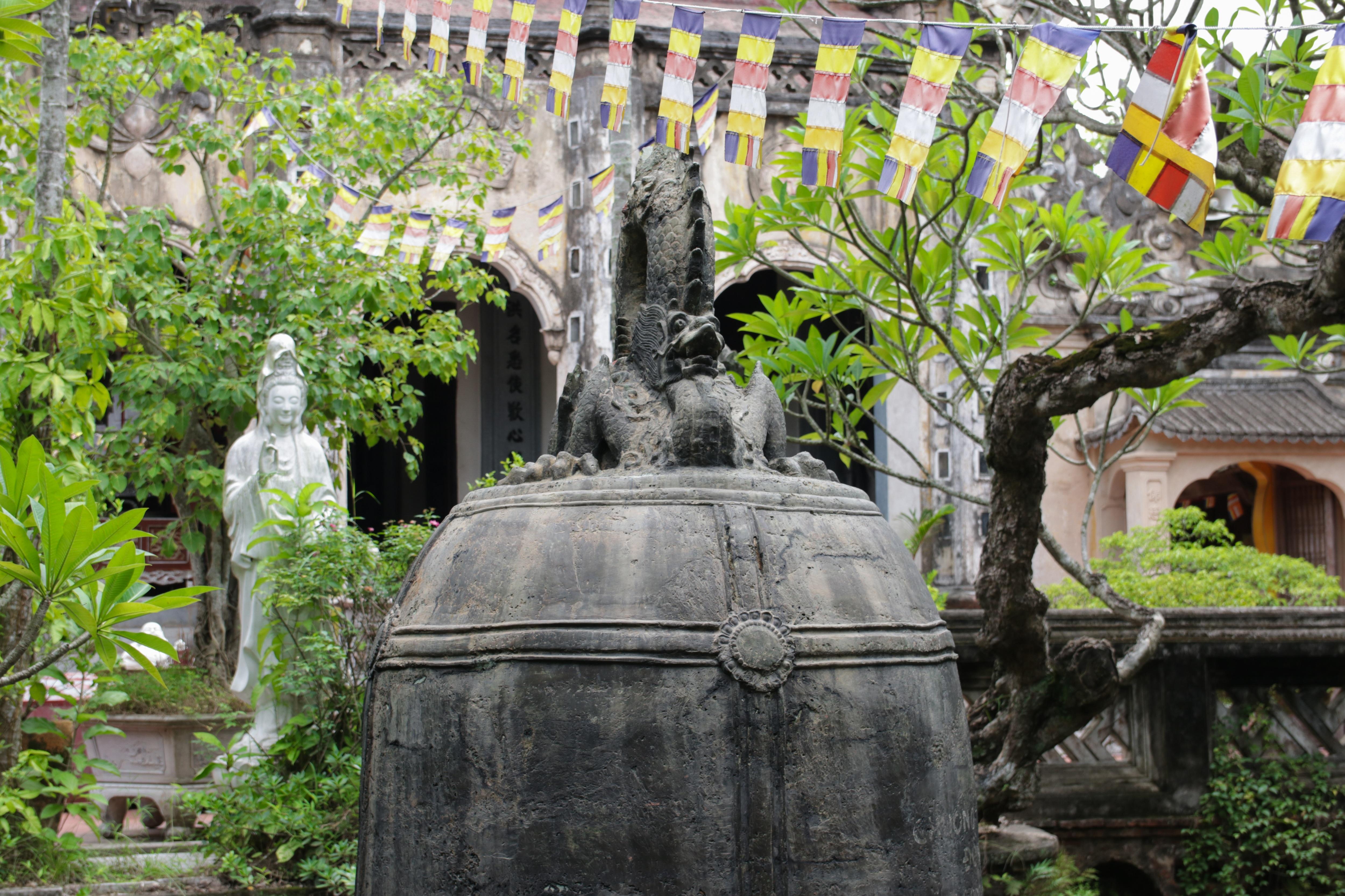 Đến năm 1954, chuông mới được trục vớt và được đặt trên bệ đá cho du khách tham quan từ đó đến nay. Do số phận đặc biệt của mình mà trong gần một thế kỷ tồn tại, chuông chùa Cổ Lễ chưa được đánh một lần nào.