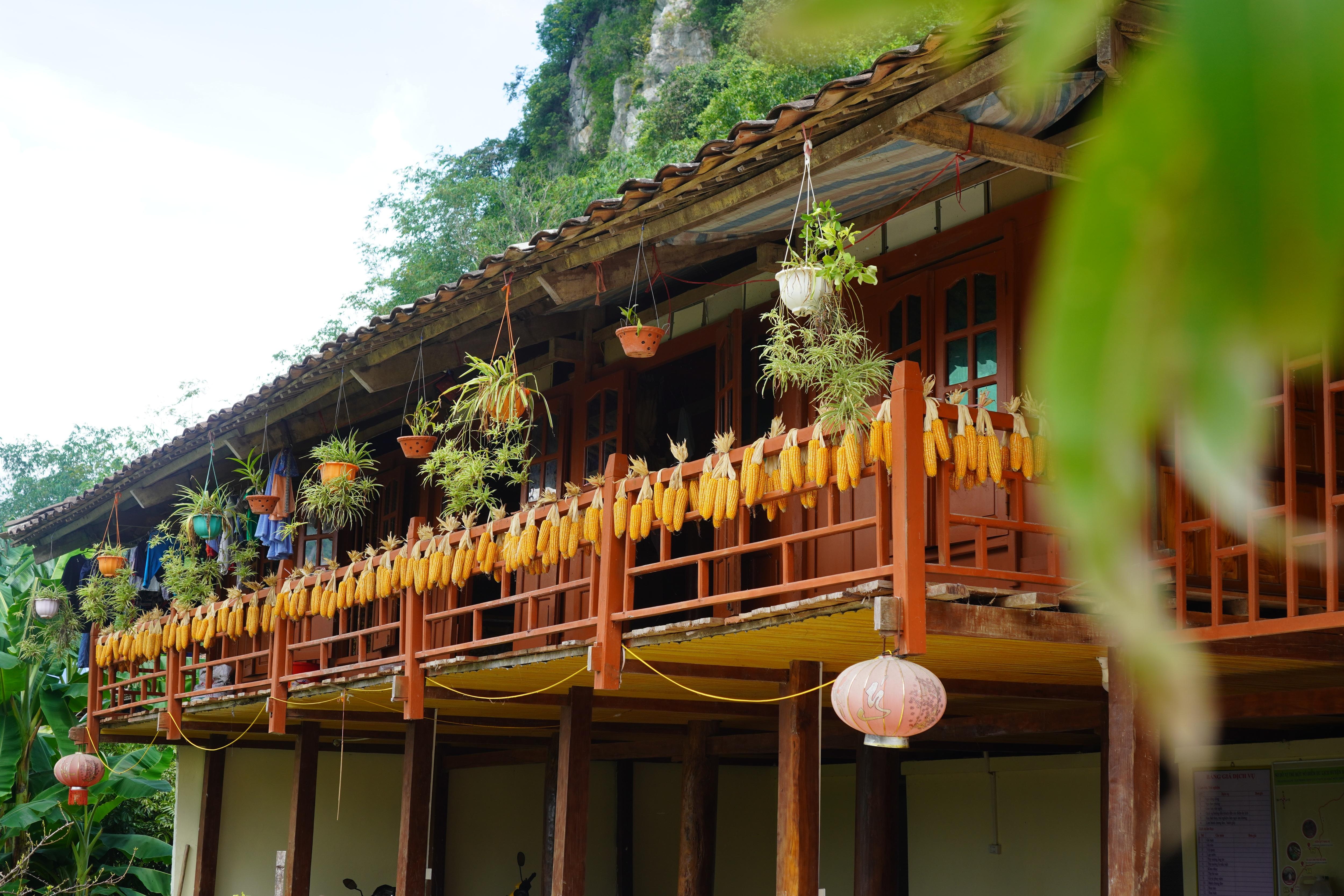 Khám phá ngôi làng có hơn 400 nóc nhà sàn tại thung lũng mây Bắc Sơn - 1