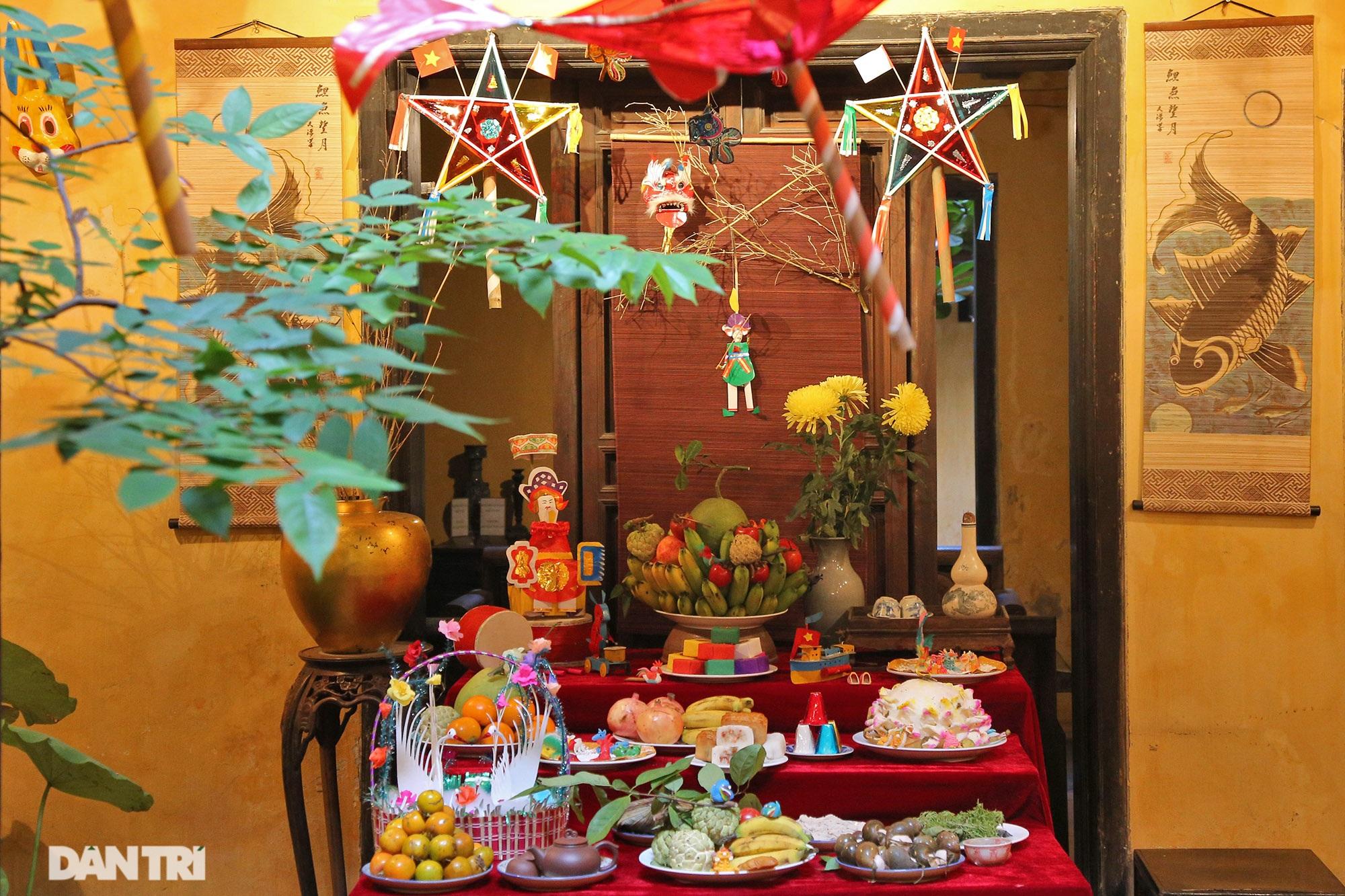 Không gian vui Tết Trung thu truyền thống của gia đình người Hà Nội - 2