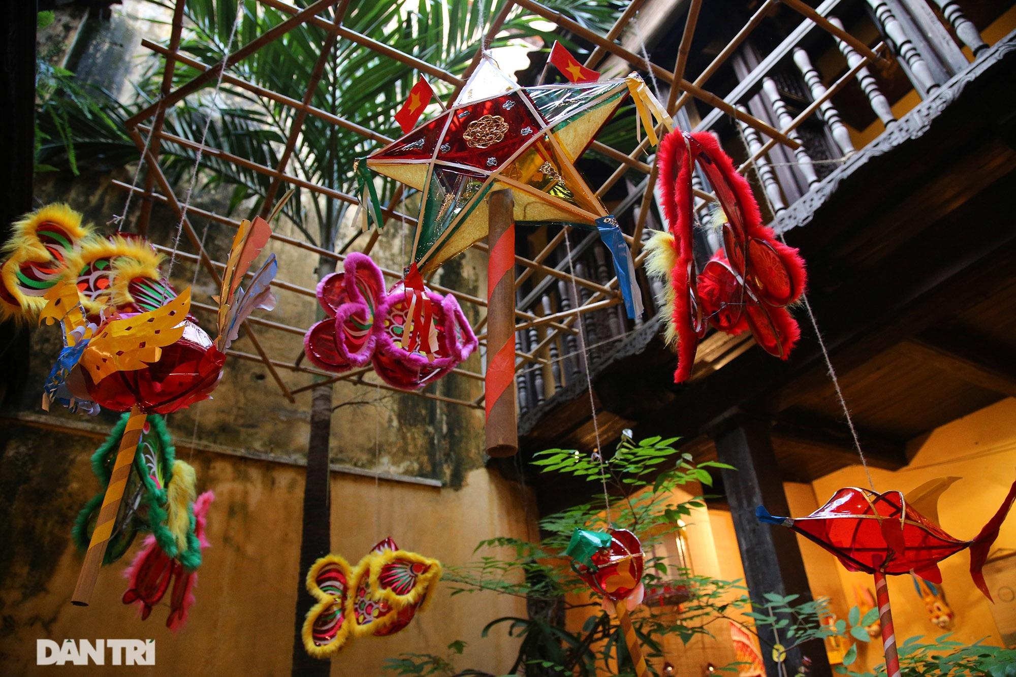 Không gian vui Tết Trung thu truyền thống của gia đình người Hà Nội - 9