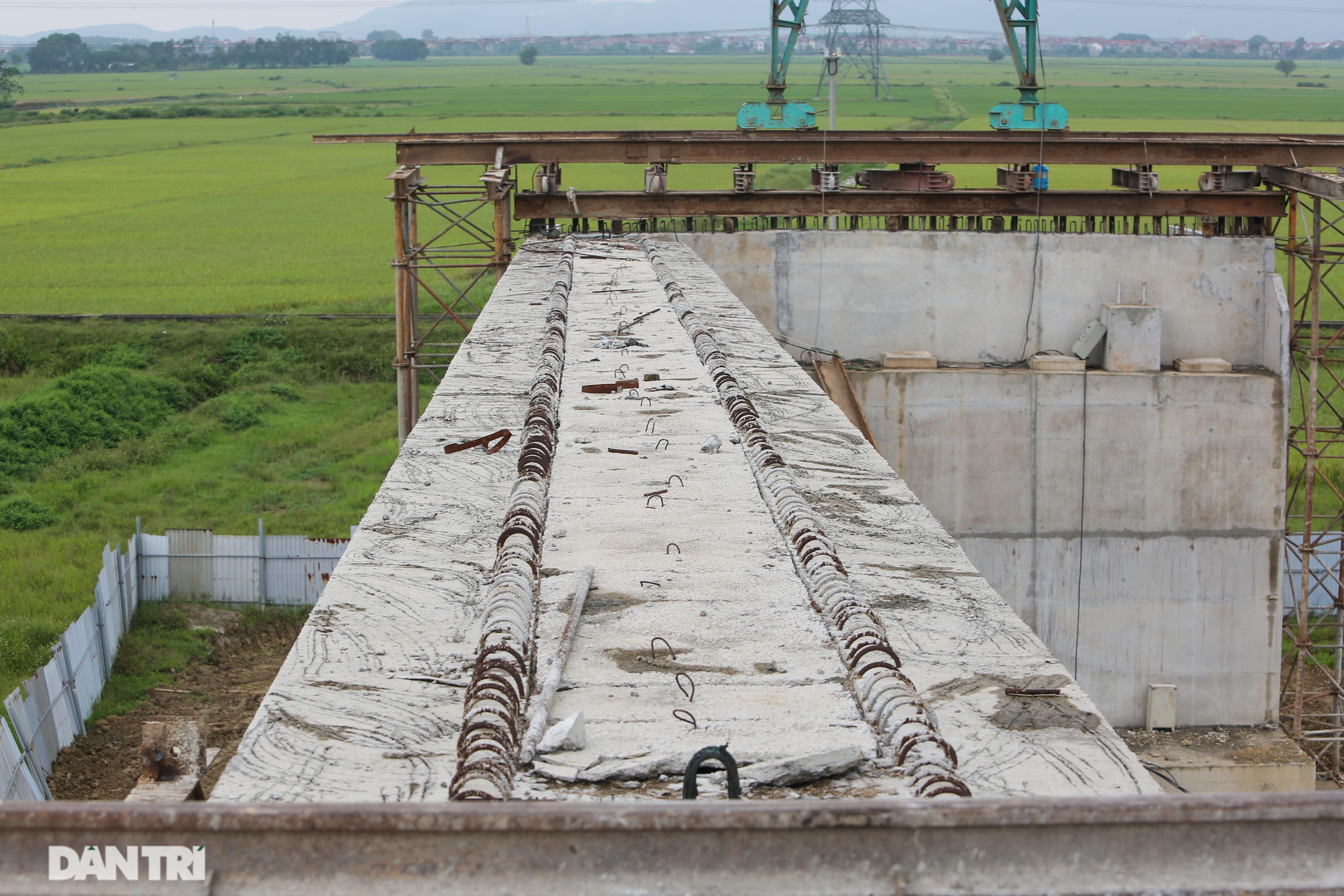 Nguyên nhân bất ngờ khiến cầu nối Hà Nội – Bắc Giang có thể đắp chiếu - 9
