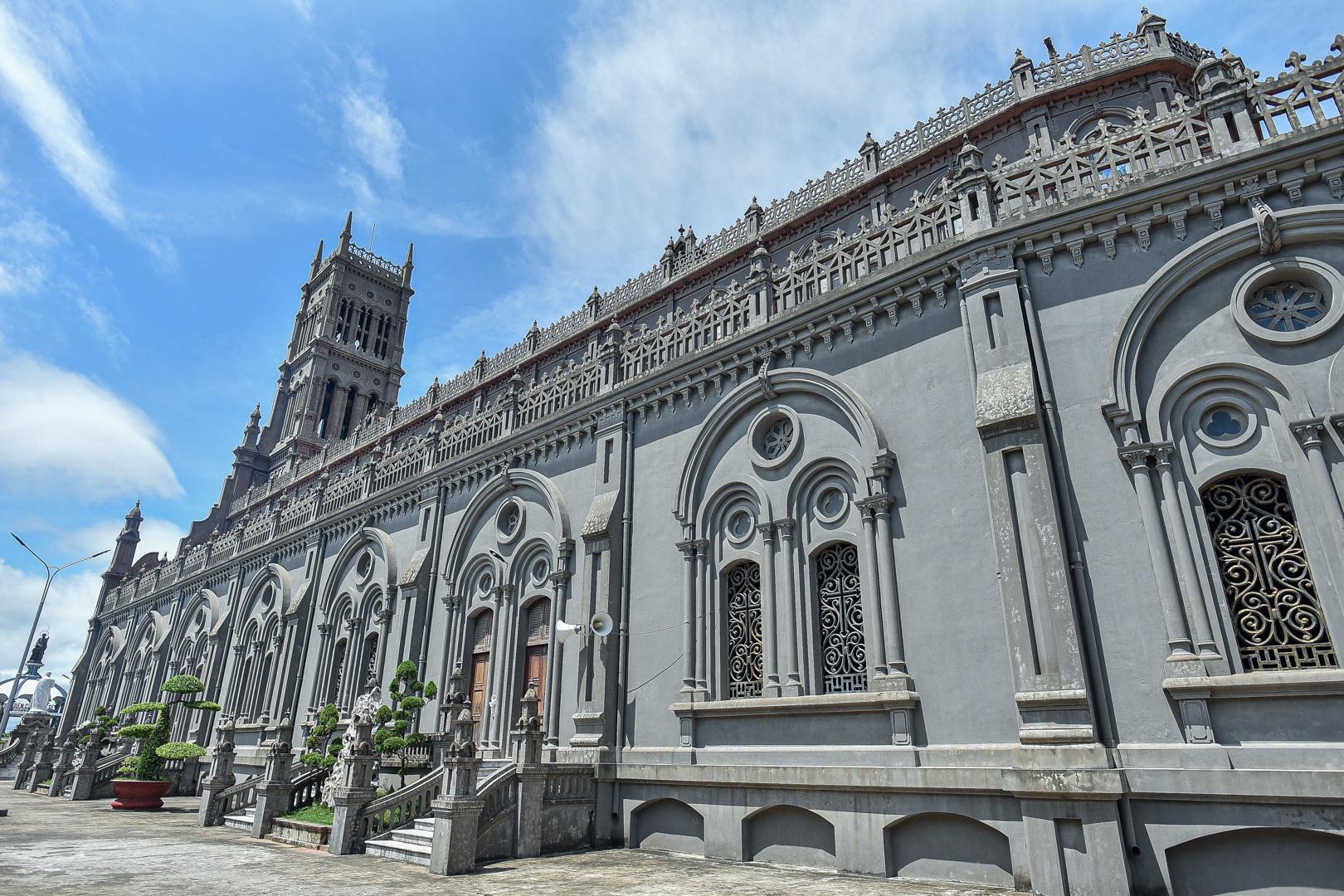 Đền Thánh Sa Châu - nhà thờ Nam Định đẹp uy nghi như ở trời Âu - 17