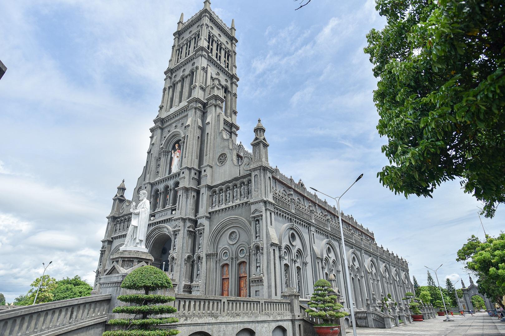 Đền Thánh Sa Châu - nhà thờ Nam Định đẹp uy nghi như ở trời Âu - 11