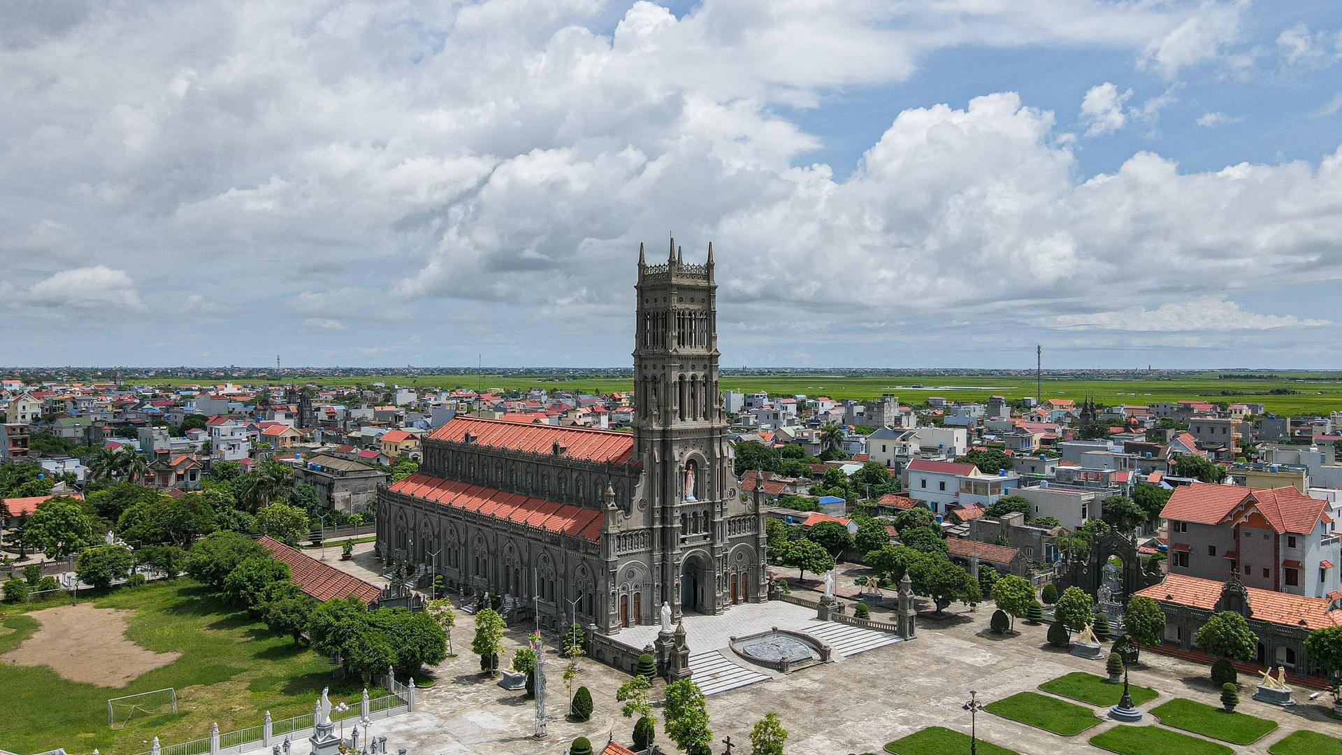 Đền Thánh Sa Châu - nhà thờ Nam Định đẹp uy nghi như ở trời Âu - 13