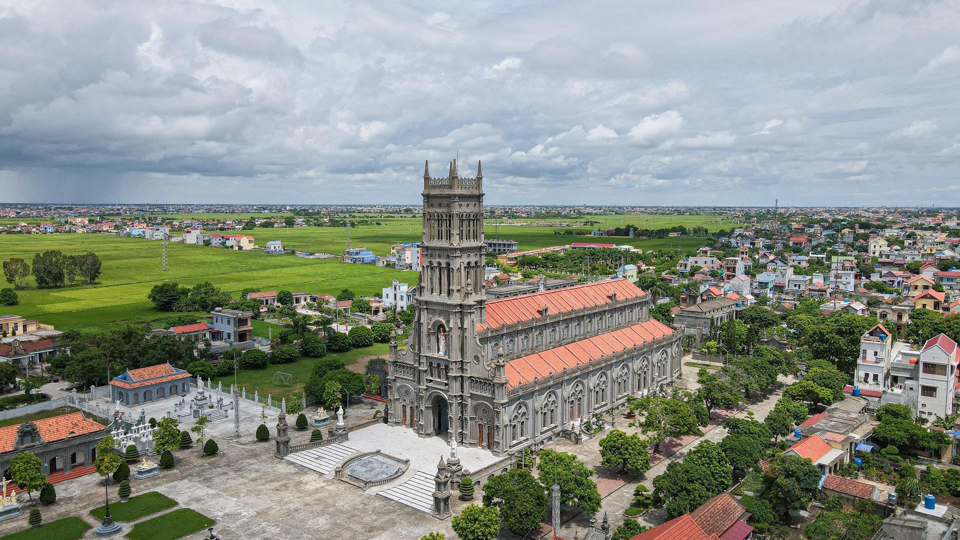Đền Thánh Sa Châu - nhà thờ Nam Định đẹp uy nghi như ở trời Âu - 1