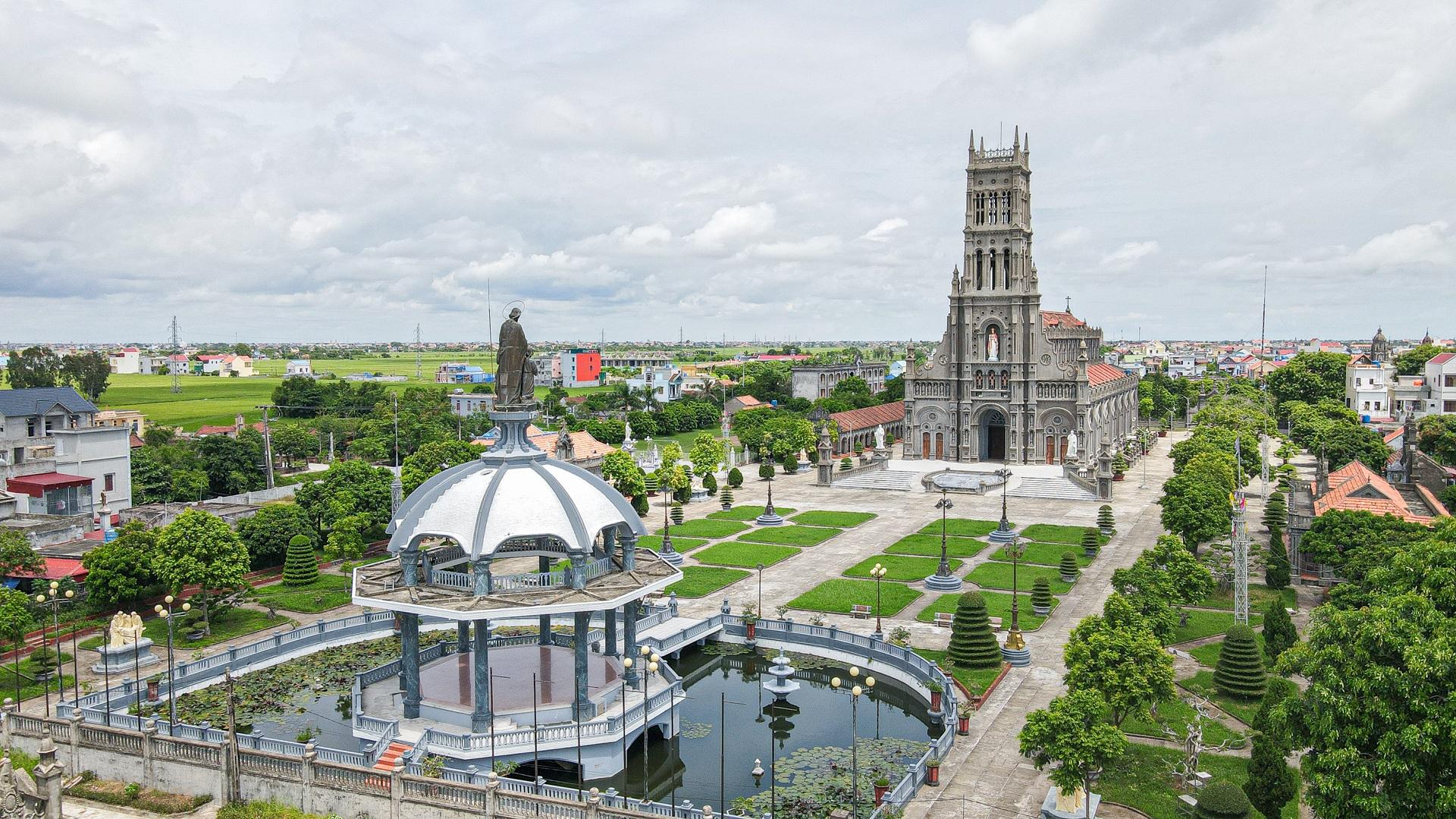 Đền Thánh Sa Châu - nhà thờ Nam Định đẹp uy nghi như ở trời Âu - 15