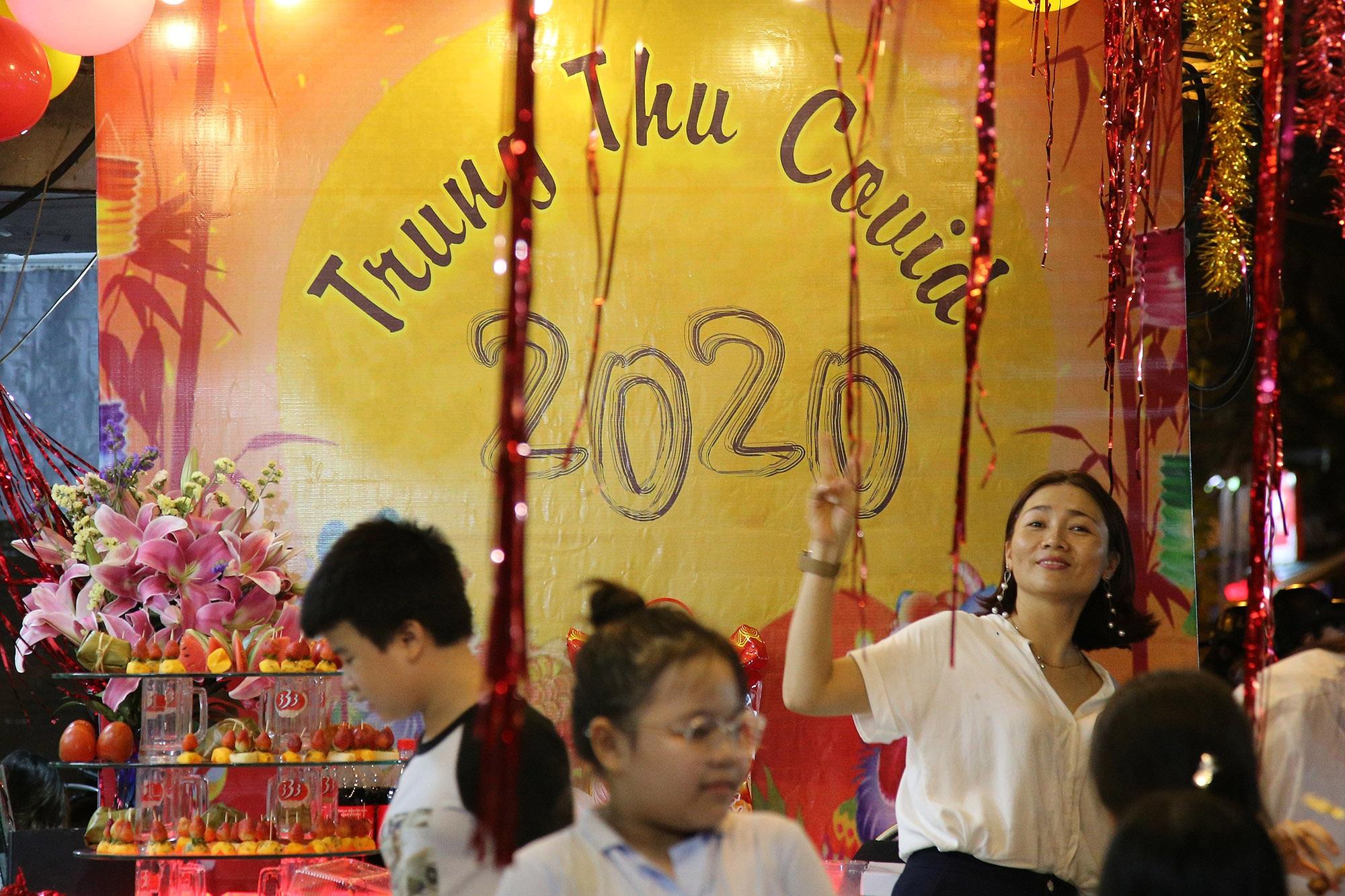Sôi động đêm trung thu trên đường phố Hà Nội - 2