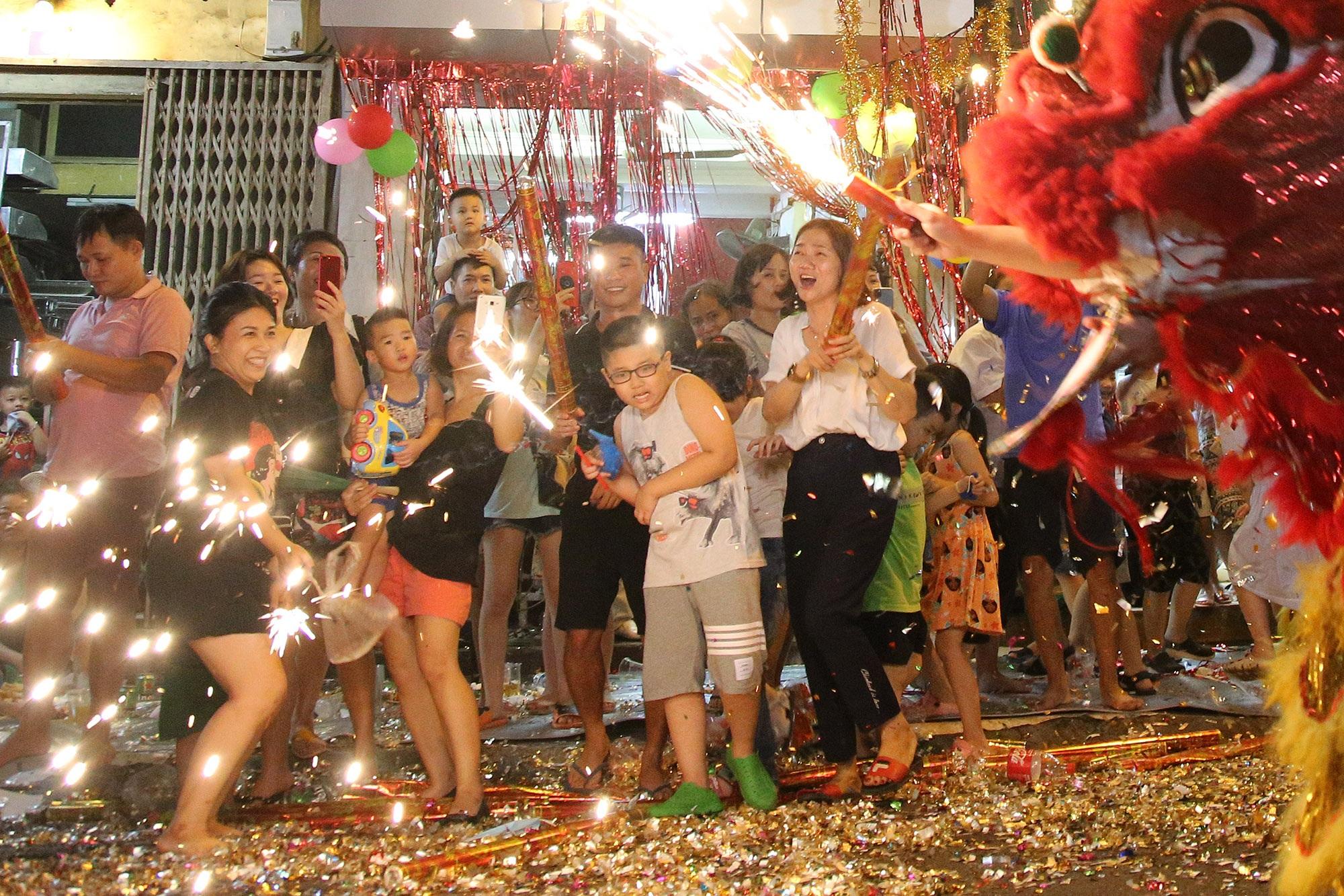 Sôi động đêm trung thu trên đường phố Hà Nội - 3