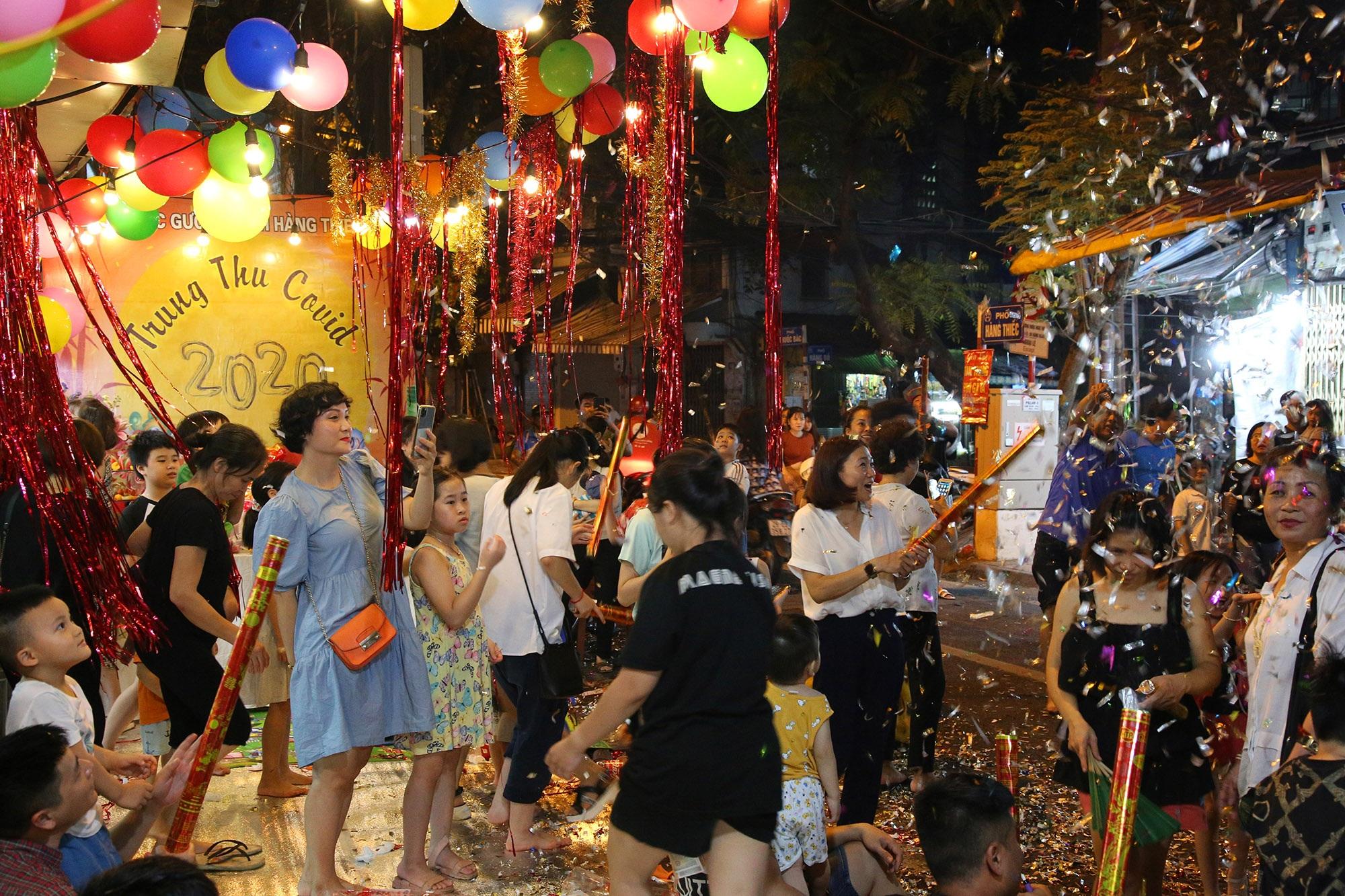 Sôi động đêm trung thu trên đường phố Hà Nội - 6