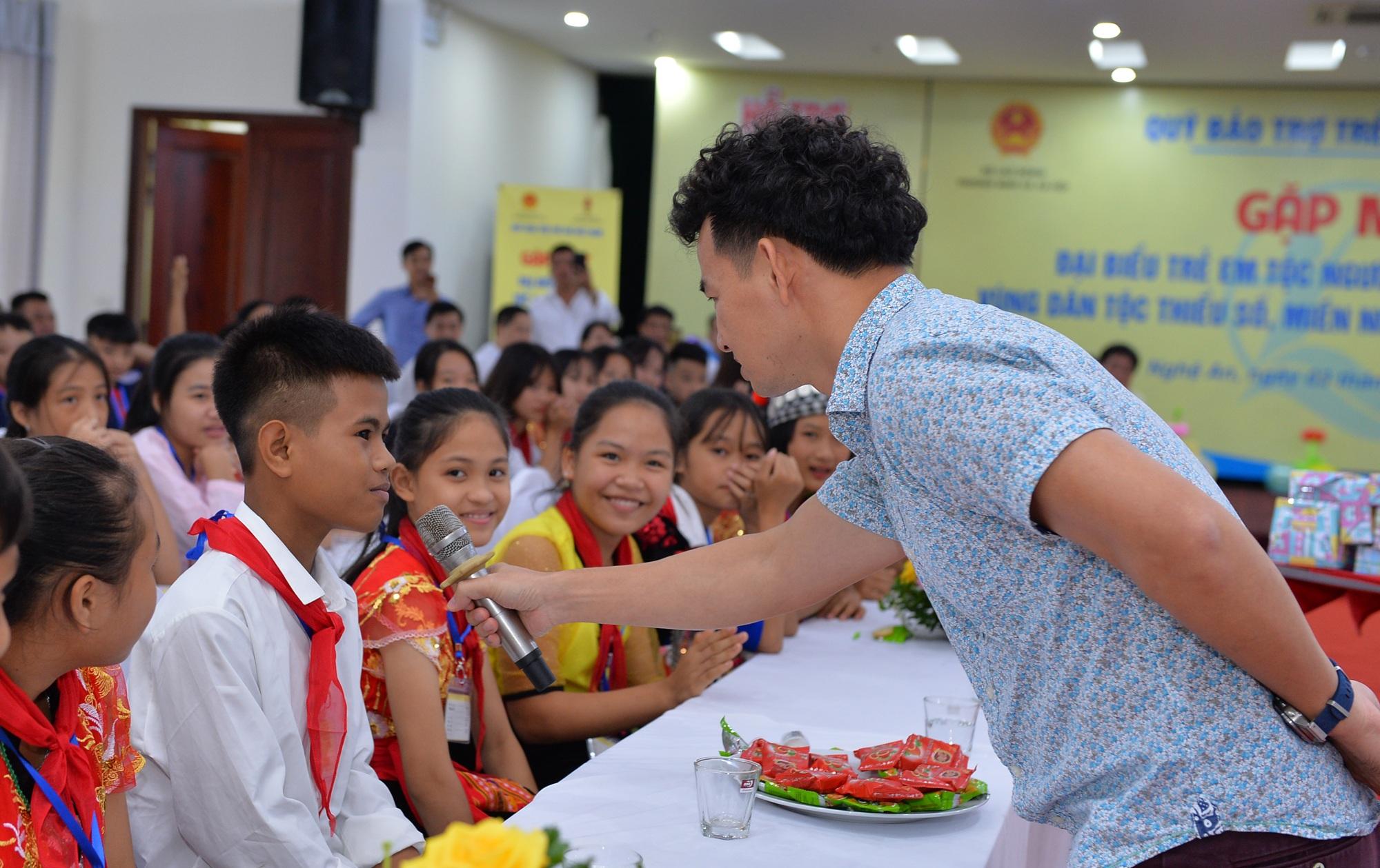 Gặp mặt trẻ em Đan Lai và trẻ em dân tộc thiểu số vượt khó học giỏi - 7