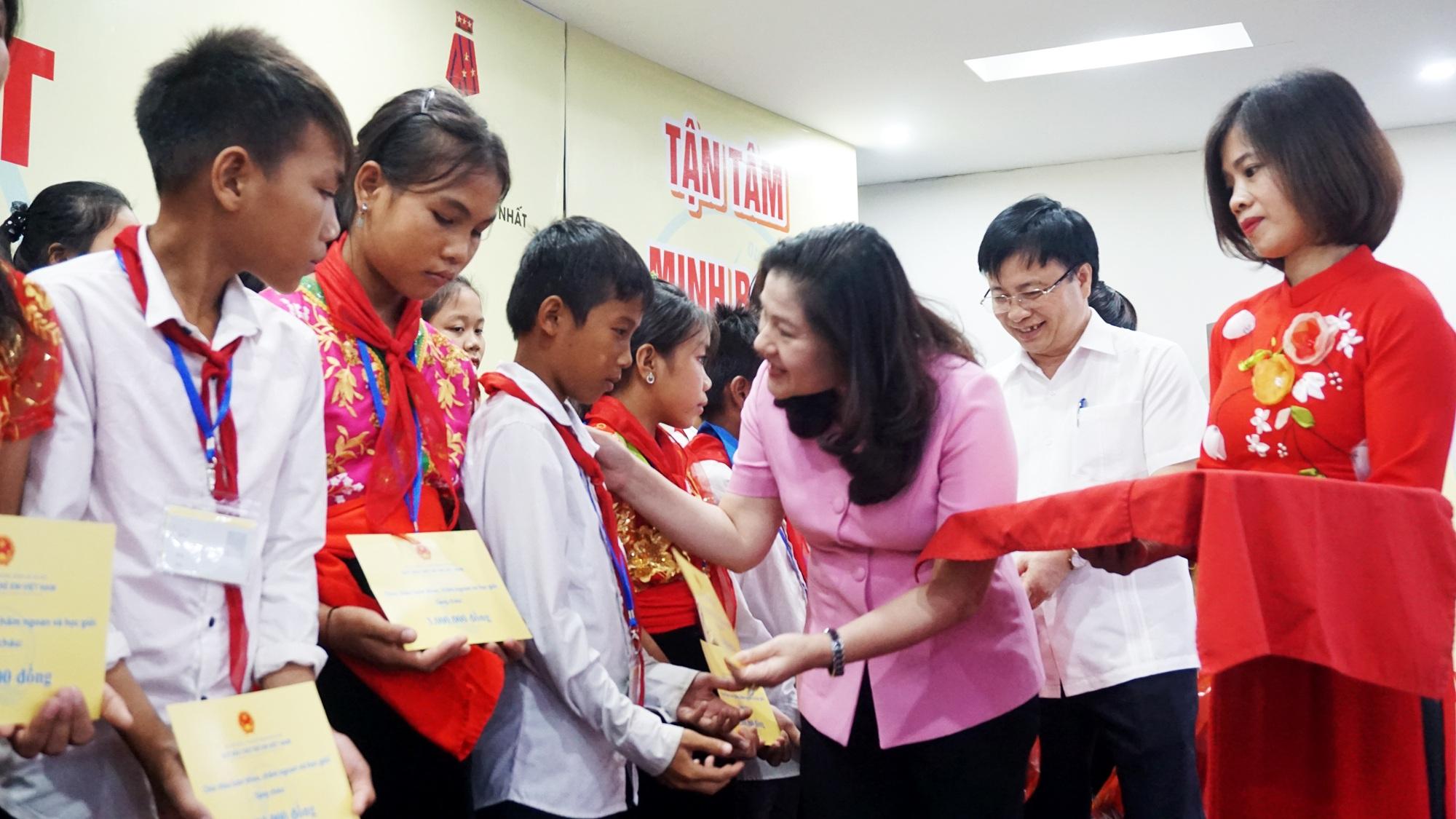 Gặp mặt trẻ em Đan Lai và trẻ em dân tộc thiểu số vượt khó học giỏi - 2