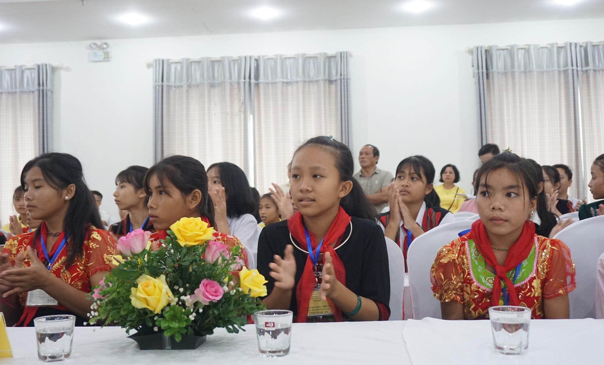 Gặp mặt trẻ em Đan Lai và trẻ em dân tộc thiểu số vượt khó học giỏi - 5
