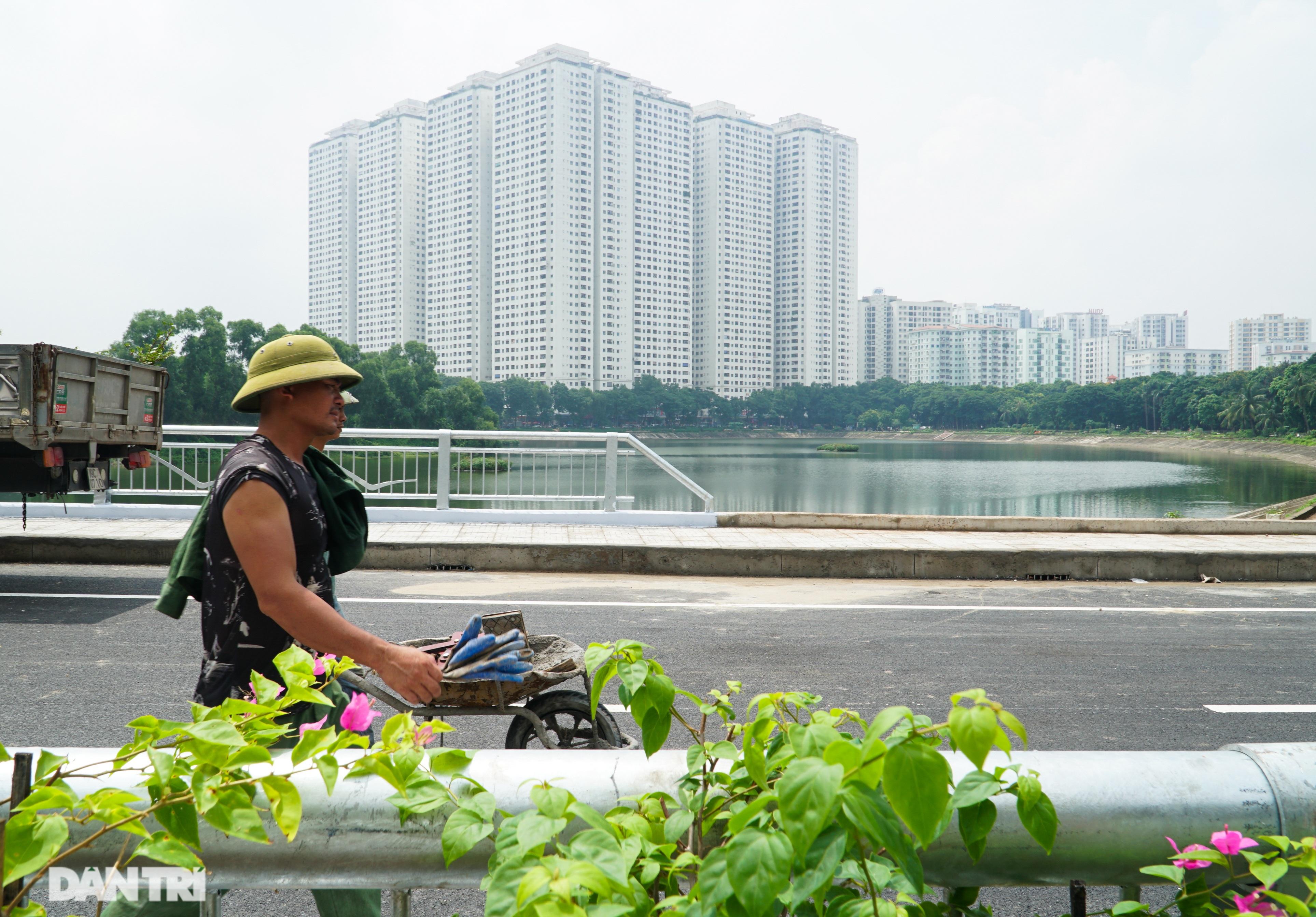 Diện mạo cầu vượt thấp qua hồ Linh Đàm một ngày trước khi khánh thành - 14