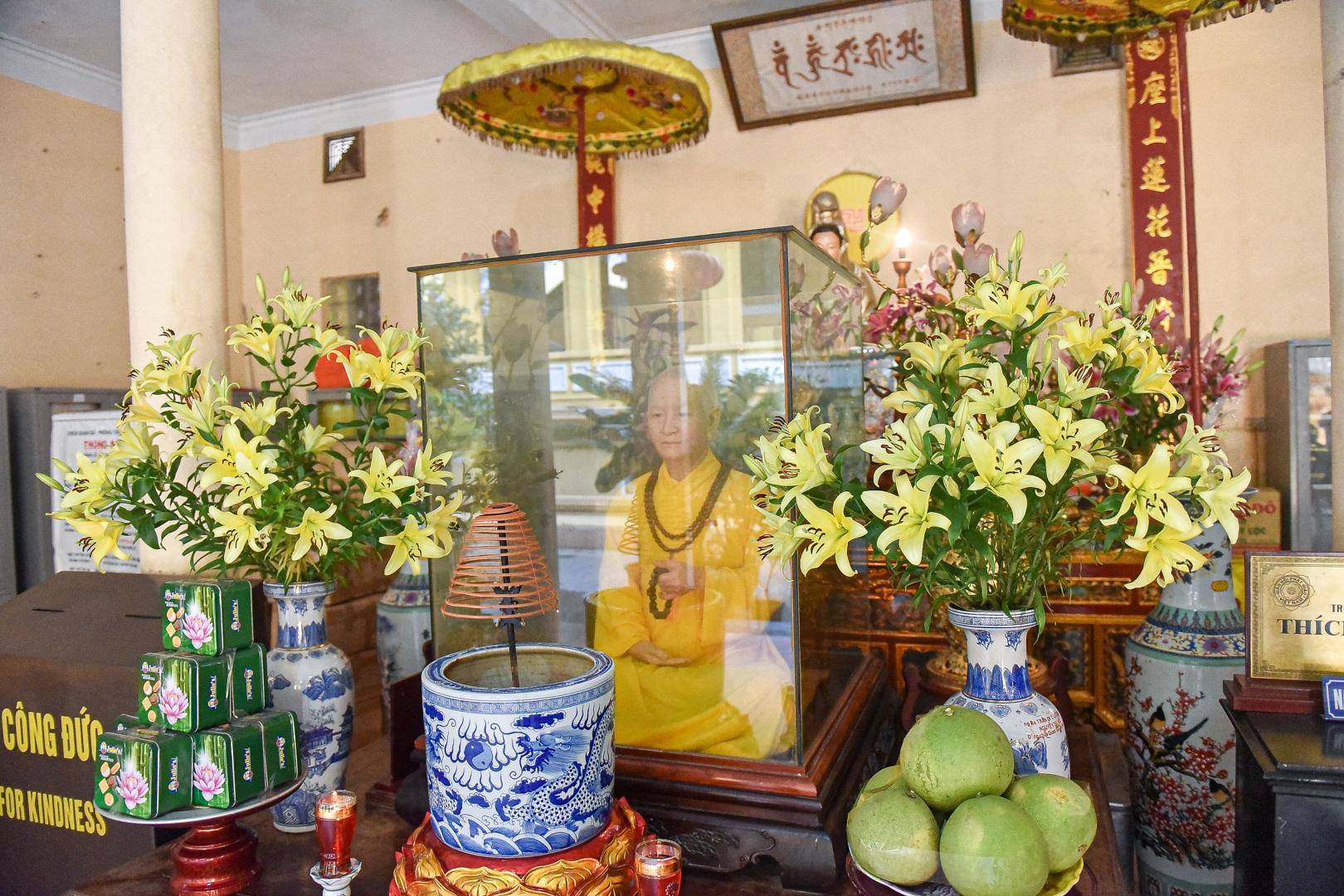 """Bức tượng giống """"người thật"""", từng bị đòi xem hộ chiếu ở ngôi chùa 600 tuổi - 14"""