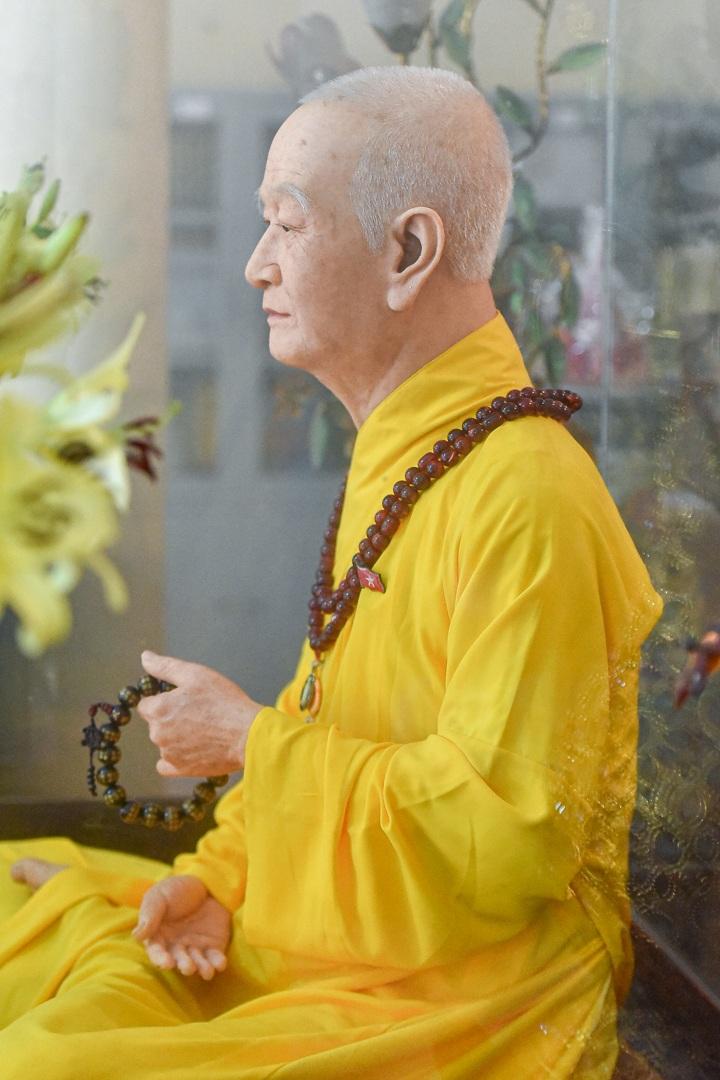 """Bức tượng giống """"người thật"""", từng bị đòi xem hộ chiếu ở ngôi chùa 600 tuổi - 13"""