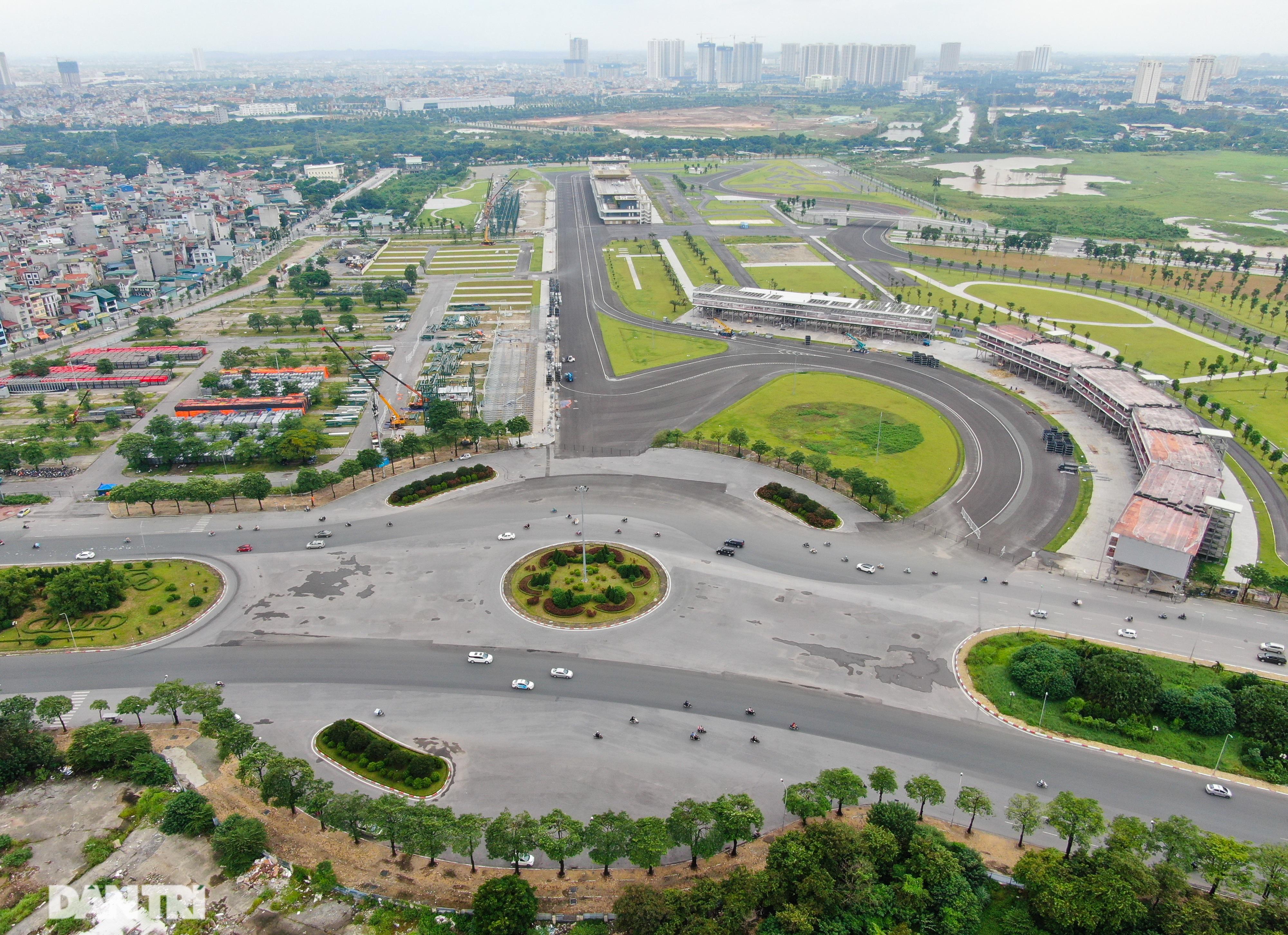 Hà Nội: Tiếp tục tháo dỡ khán đài đường đua F1 - 1