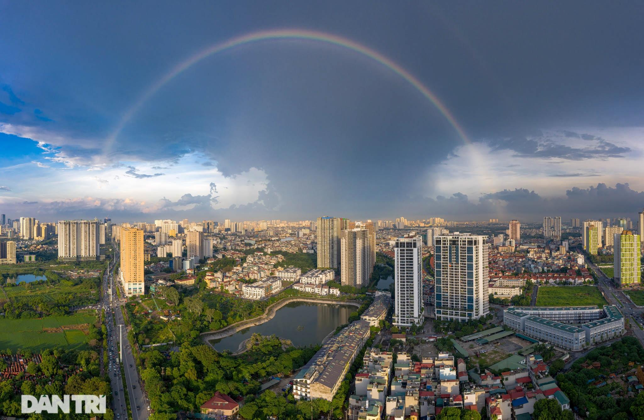 Vẻ đẹp của một Hà Nội hiện đại, sôi động nhìn từ trong mây - 14