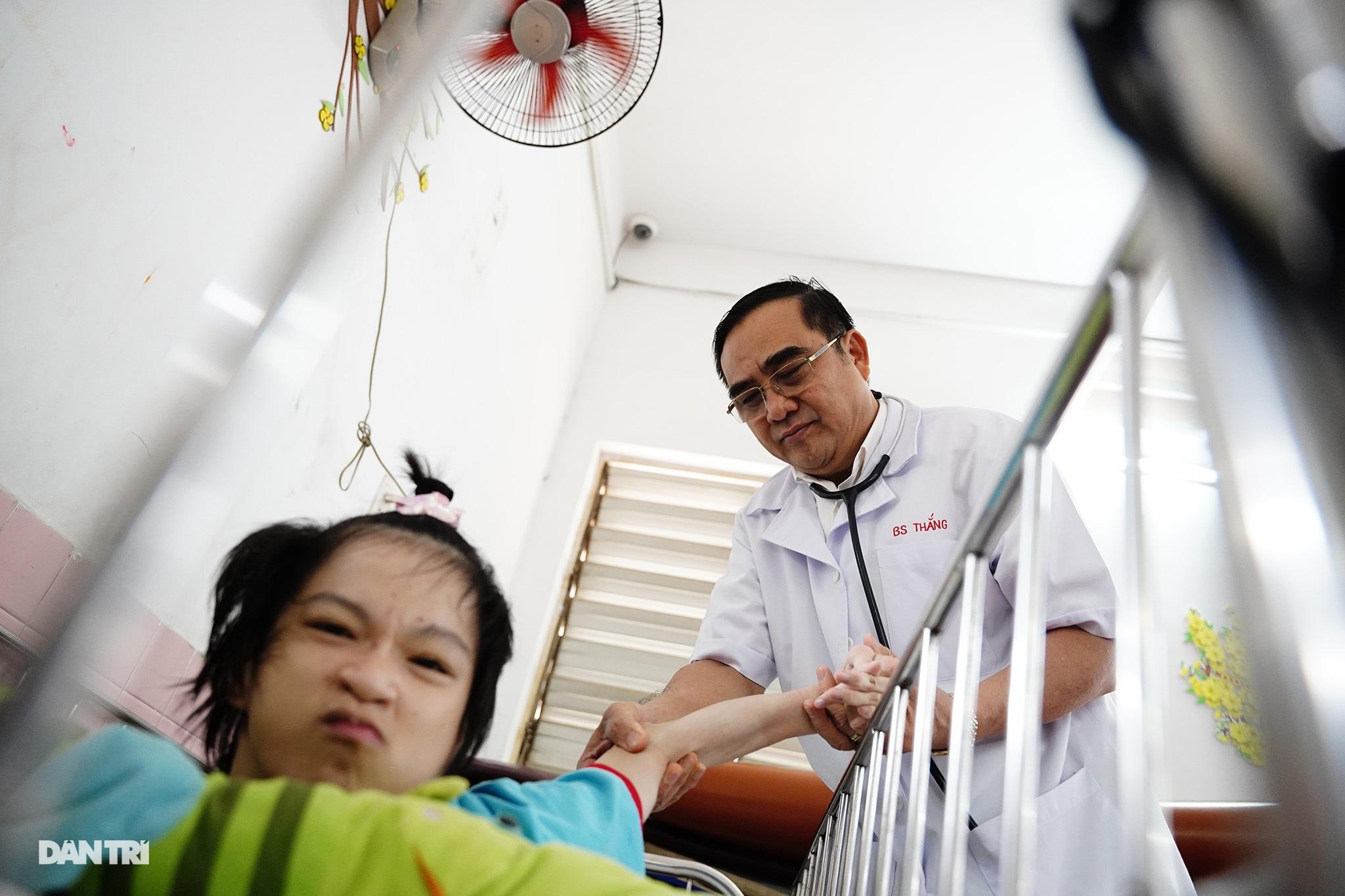 Người thầy 25 năm chăm lo trẻ khuyết tật - 10