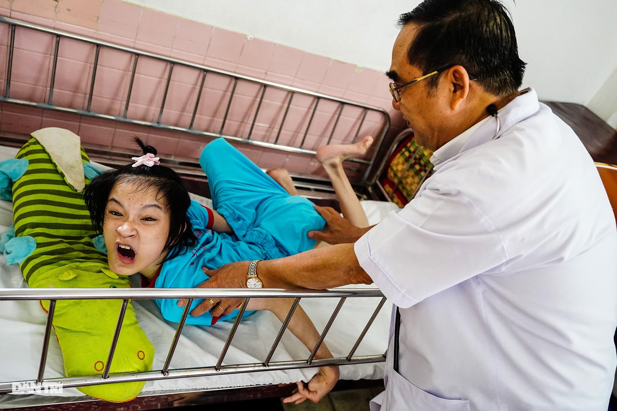 Người thầy 25 năm chăm lo trẻ khuyết tật - 11