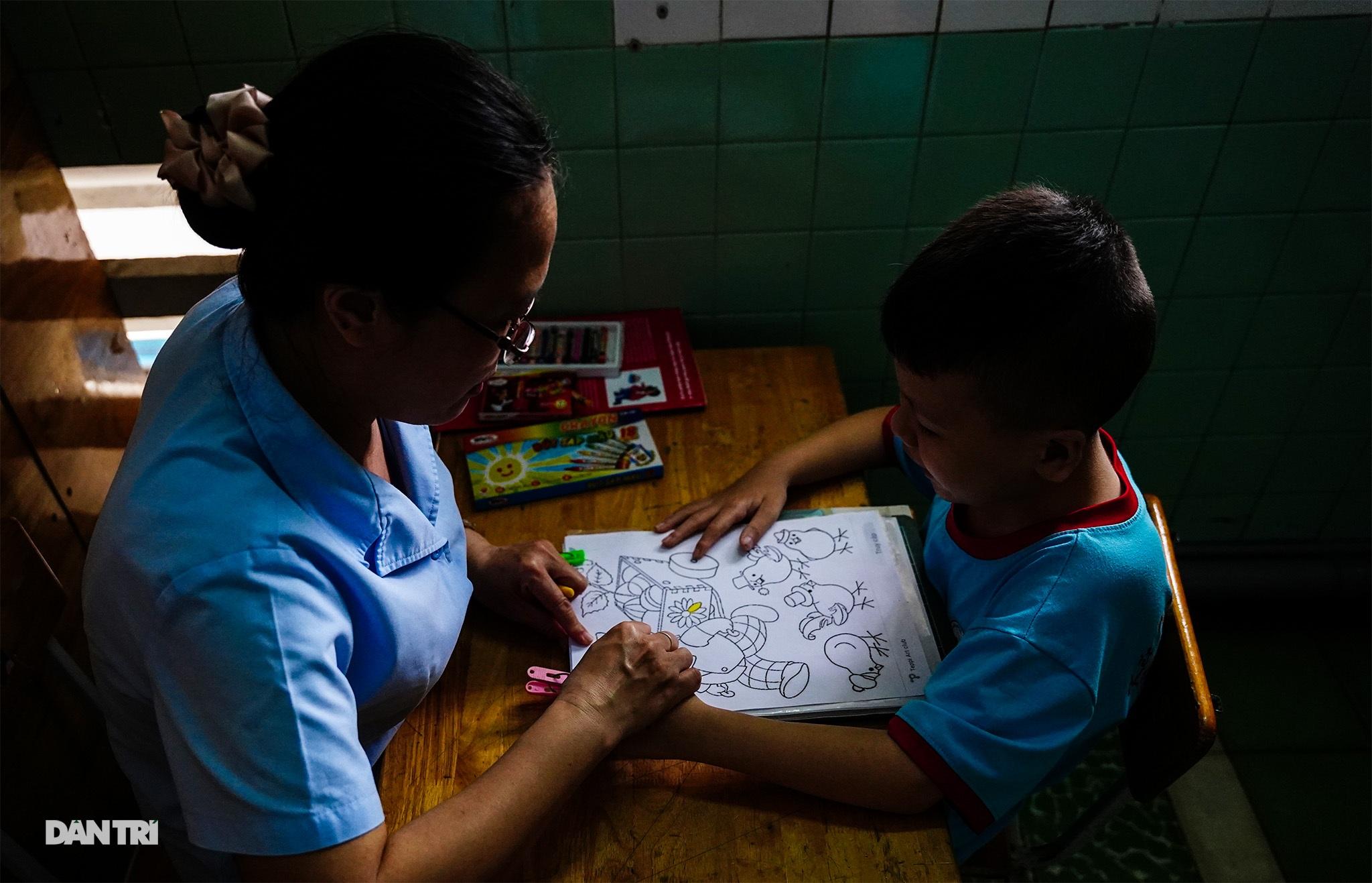 Người thầy 25 năm chăm lo trẻ khuyết tật - 17