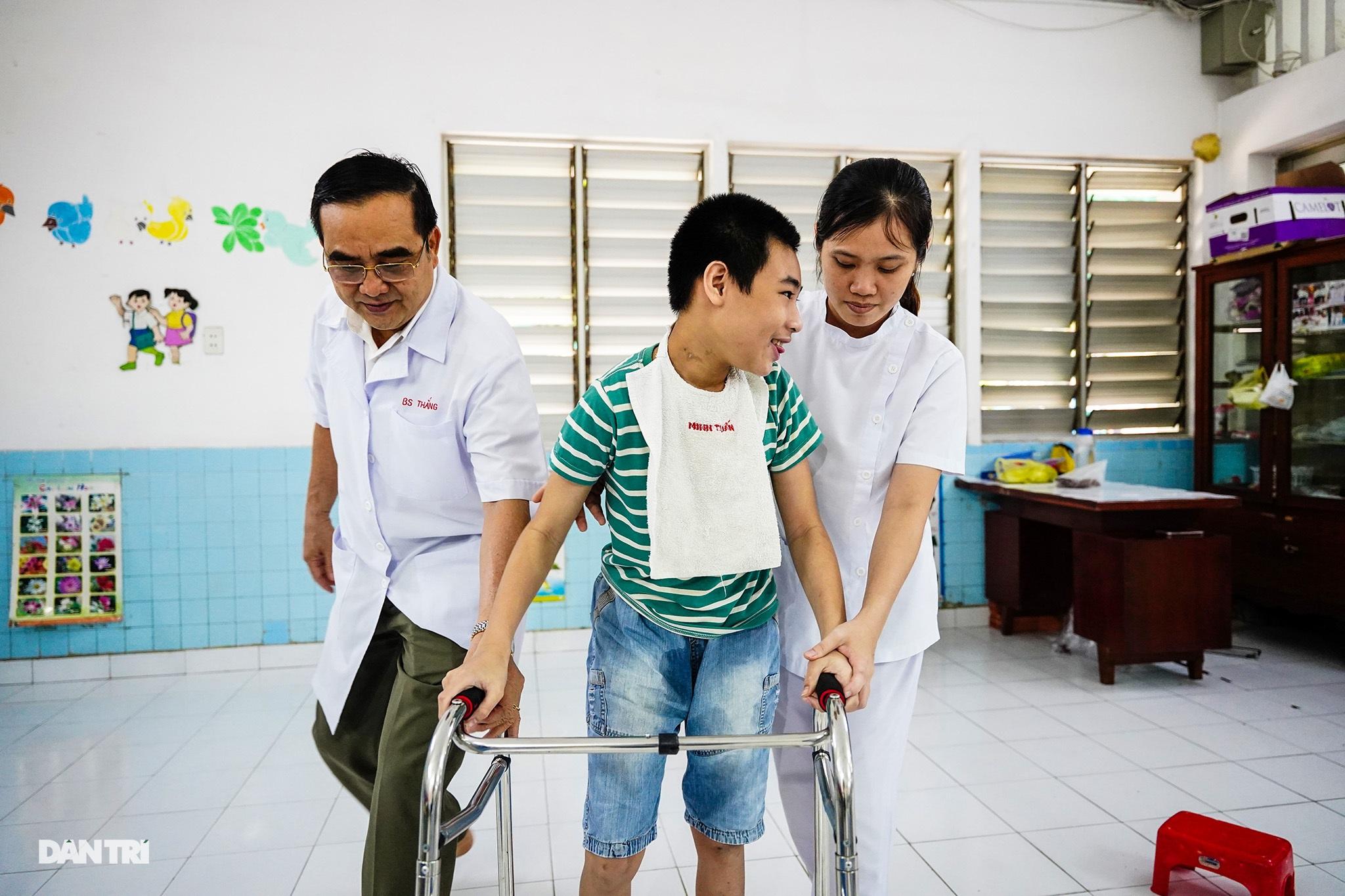 Người thầy 25 năm chăm lo trẻ khuyết tật - 21